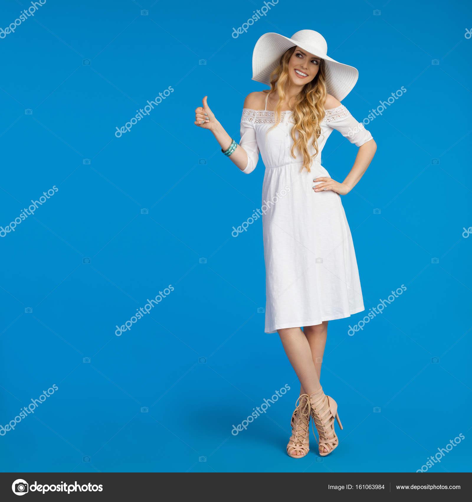 Soleil Se Femme Robe Blanche En Pouce De Belle Chapeau Profile Et rCBedxoW