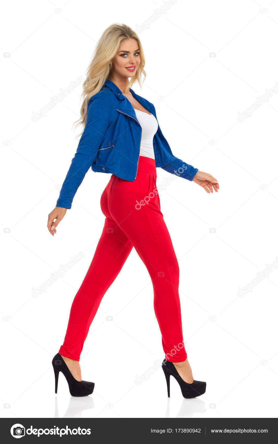 Сексуальная в красных штанах