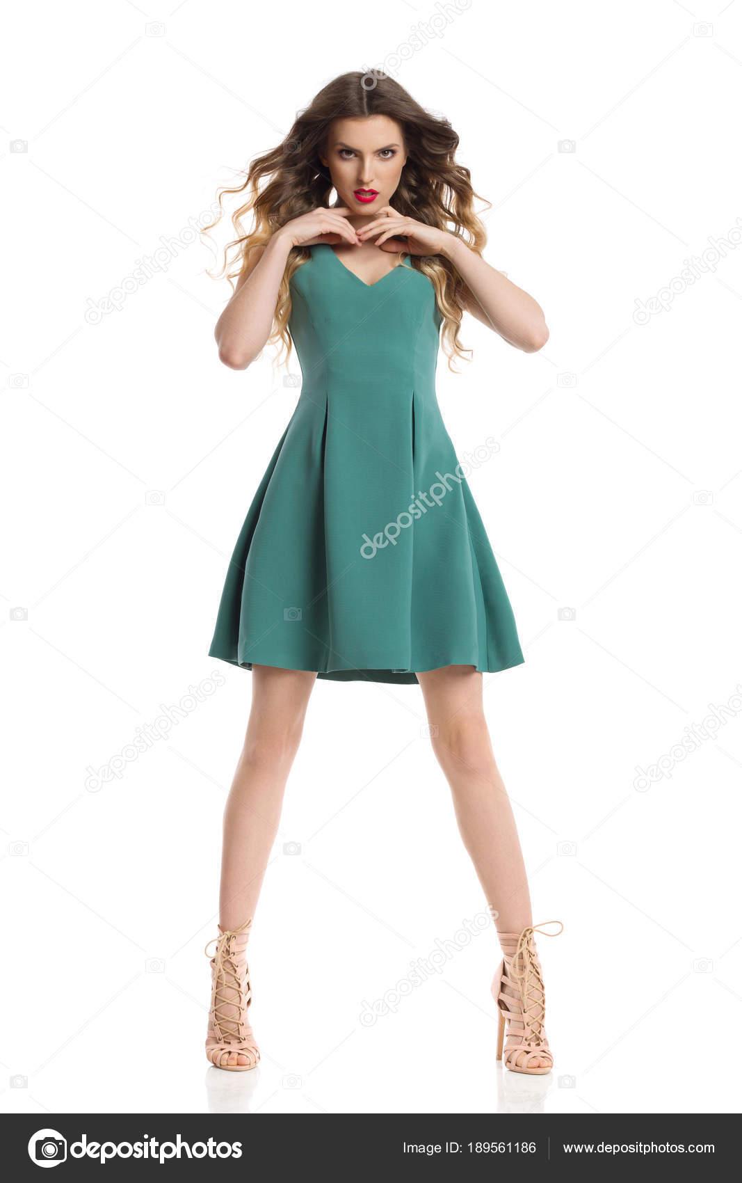 Vestidos verdes con zapatos