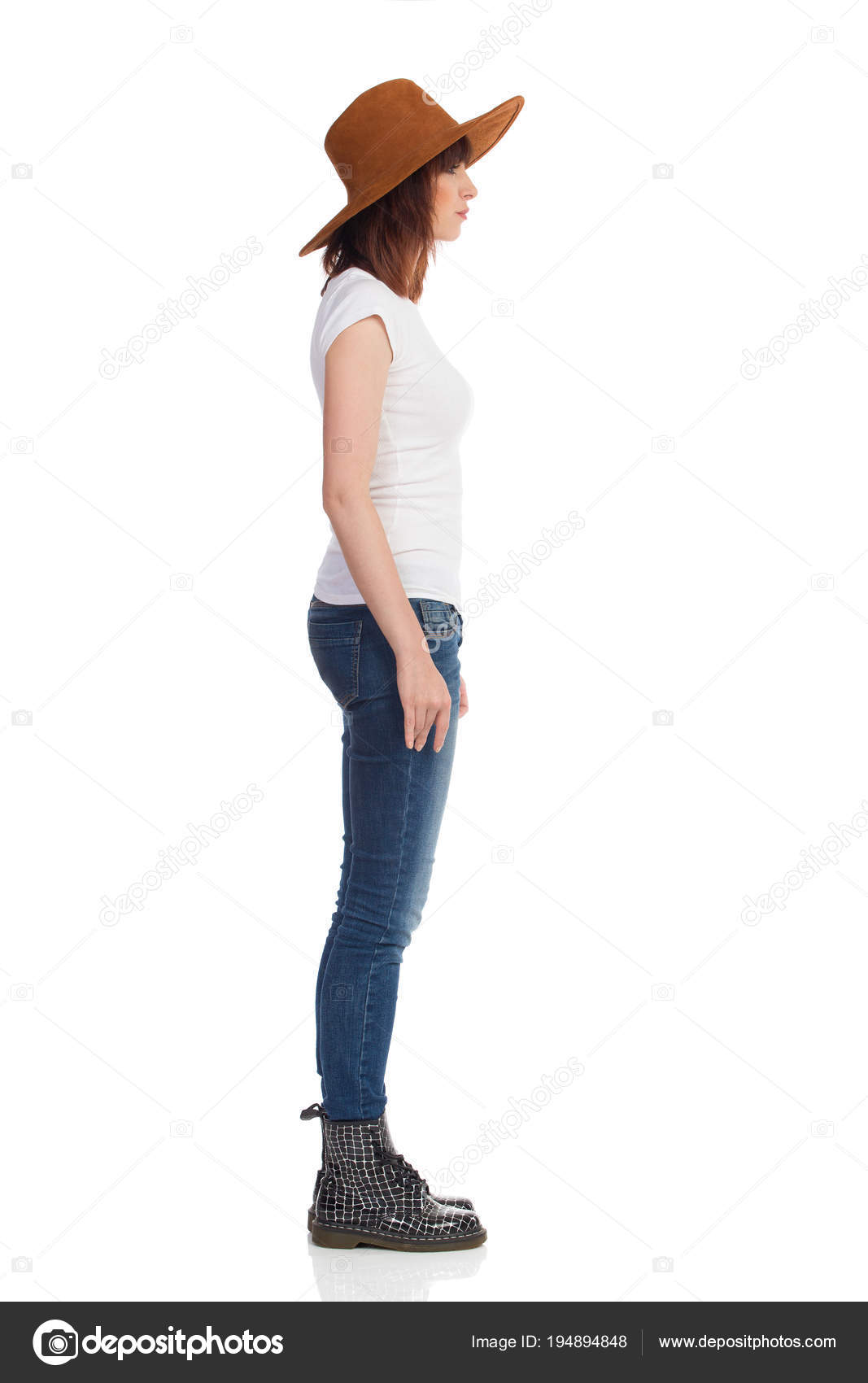 0f2ec009bf1 Mujer joven en botas