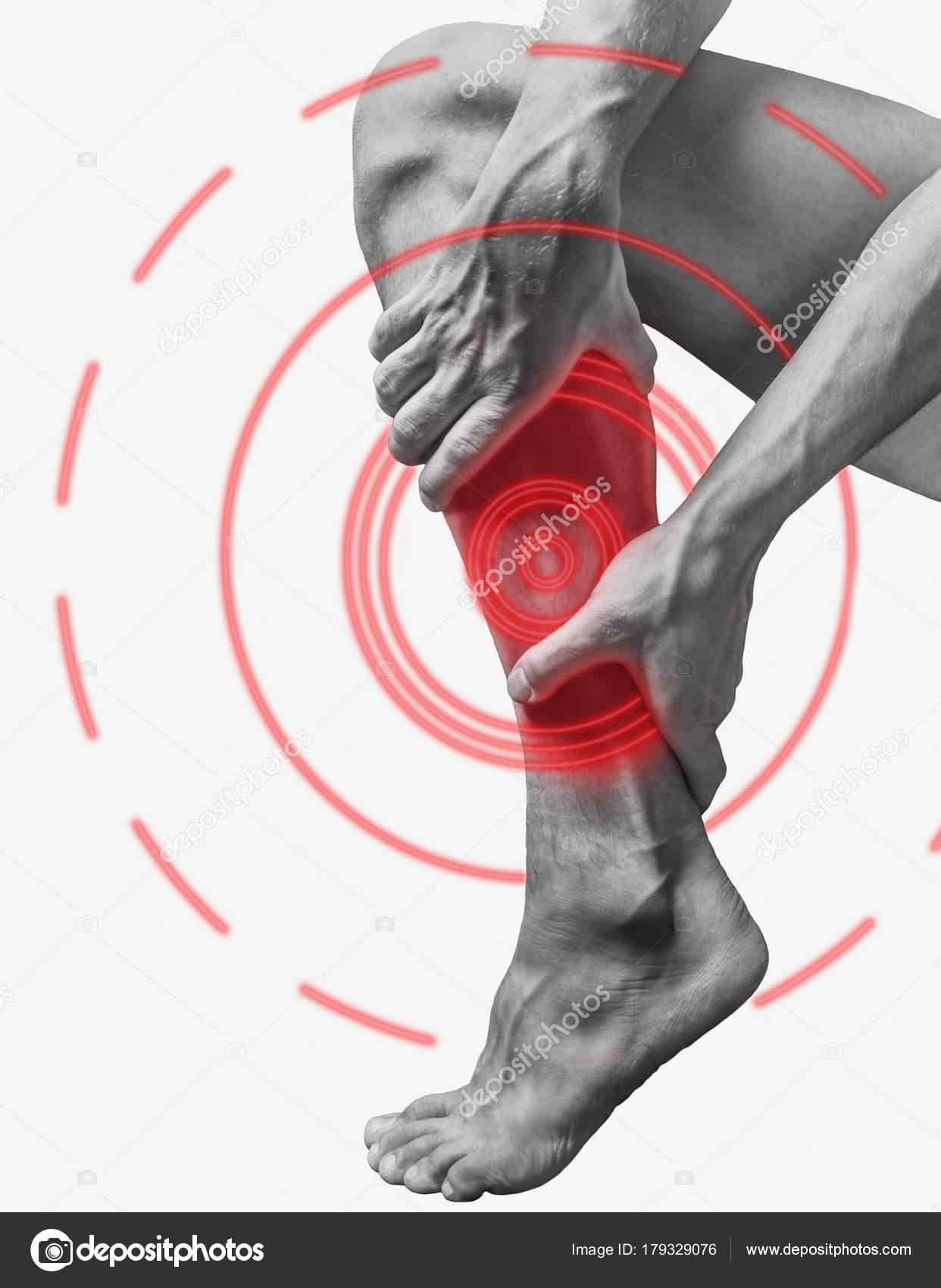 Akute Schmerzen in einem Kalb Muskel — Stockfoto © Remains #179329076