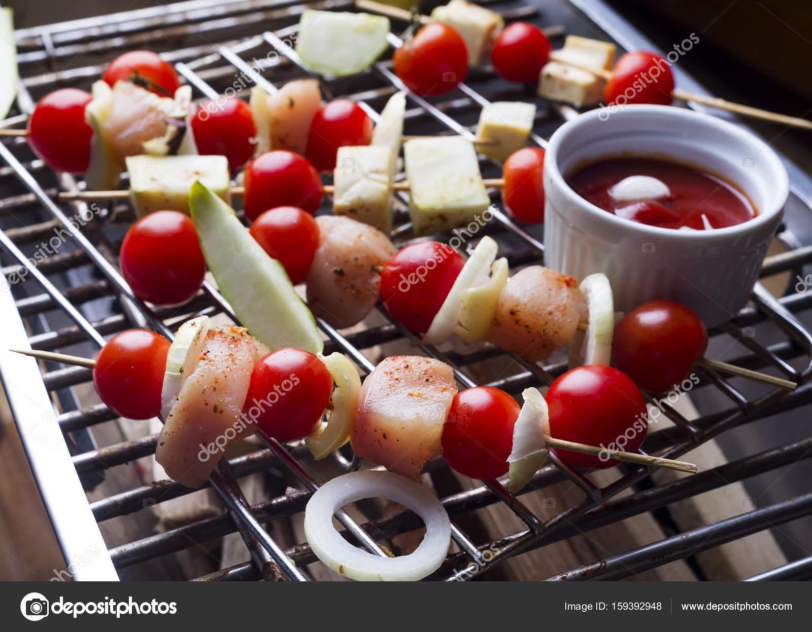 Herstellung Kebab aus Hühner — Stockfoto © lyulka.86 #159392948