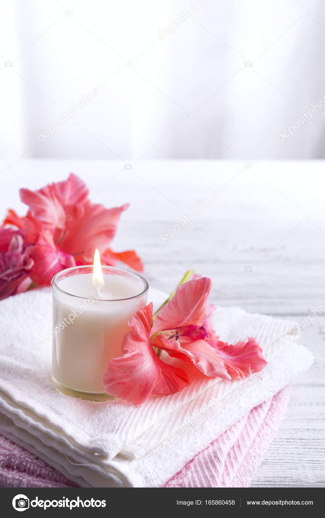 Spa wellness blumen  Wellness Blumen und Kerzen — Stockfoto © lyulka.86 #165860458