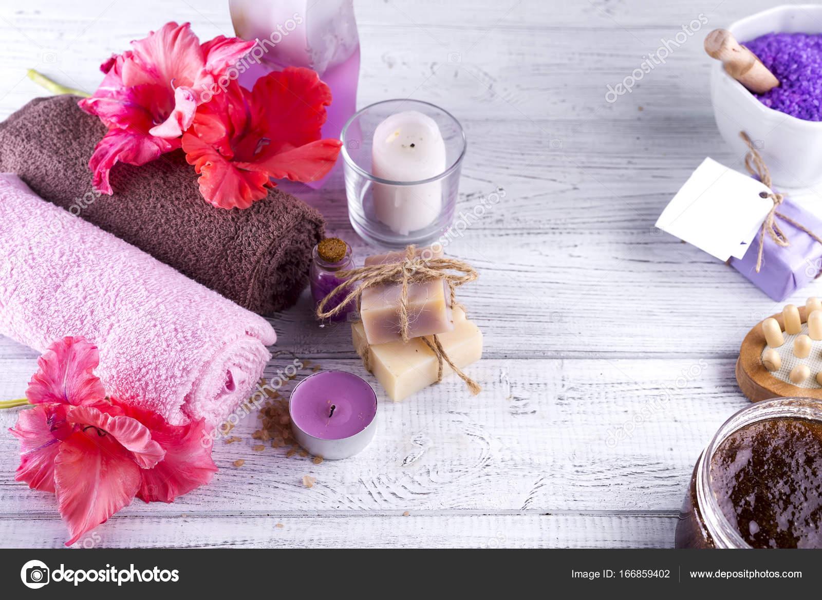 Spa wellness blumen  Wellness Blumen und Kerzen — Stockfoto © lyulka.86 #166859402