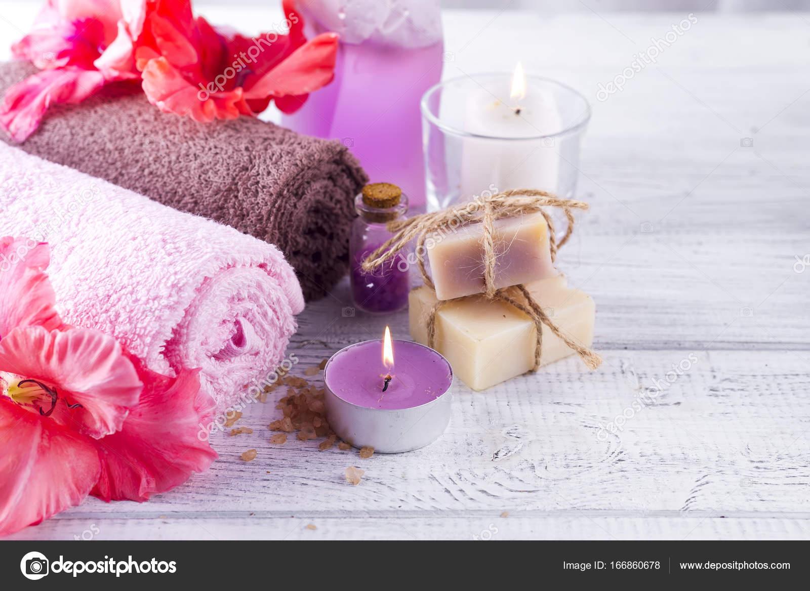 Spa wellness blumen  Wellness Blumen und Kerzen — Stockfoto © lyulka.86 #166860678