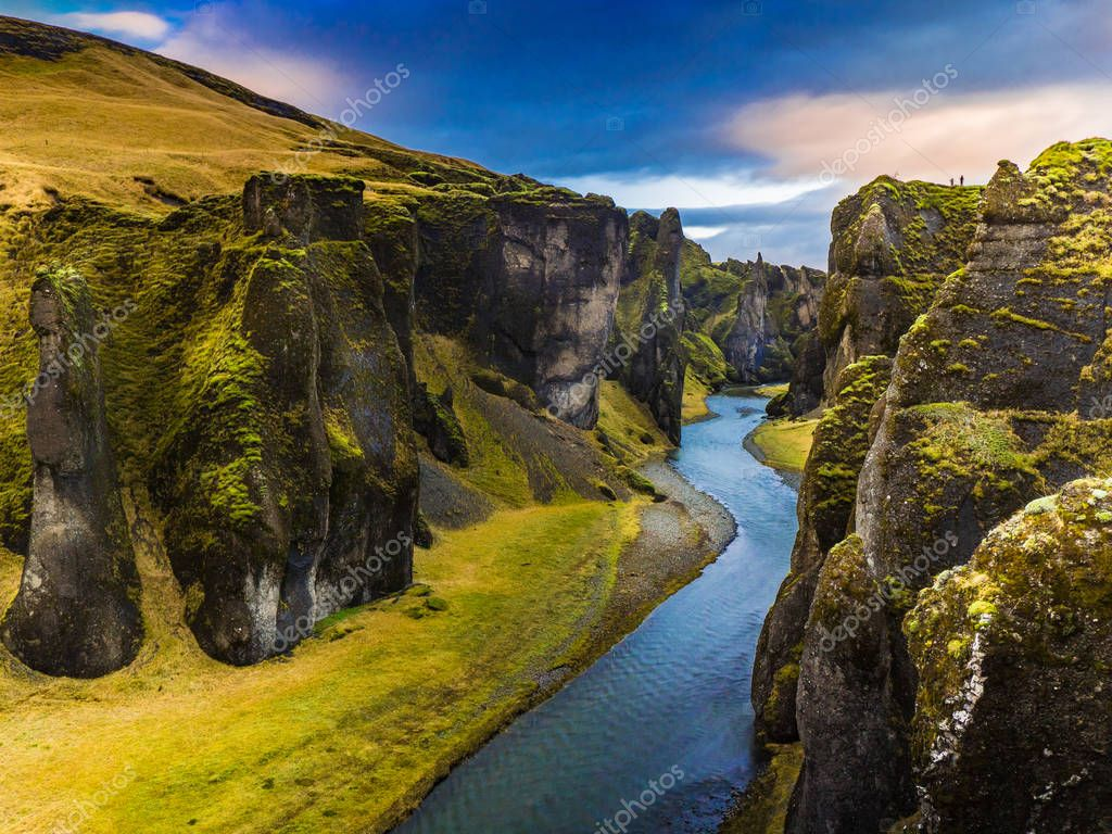 Фотообои The Majestic Canyon Fjarrgljfur, Iceland
