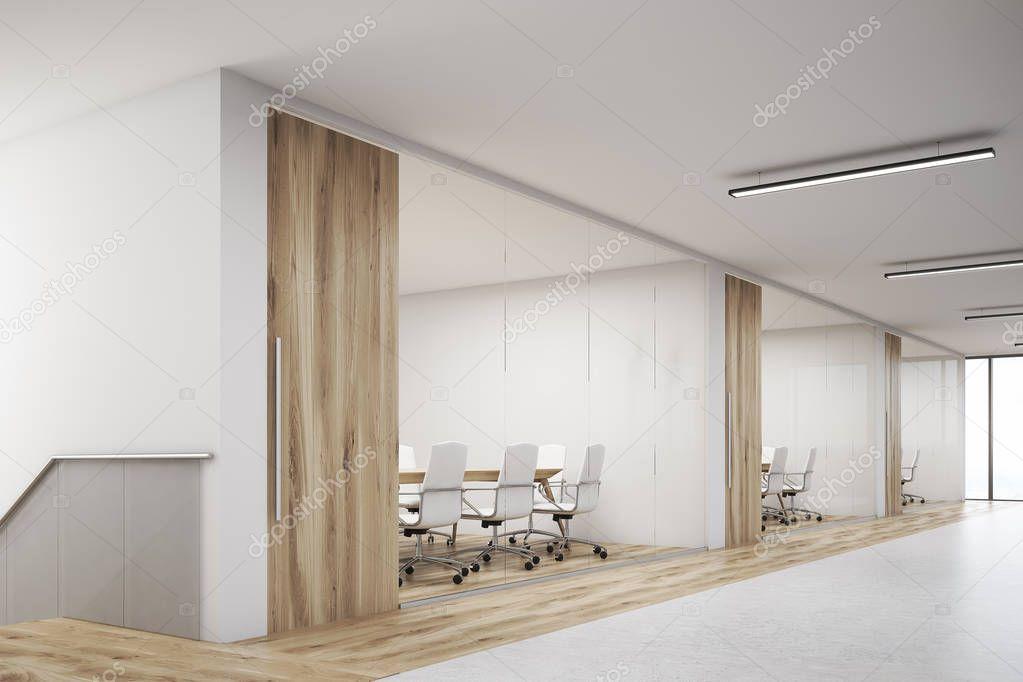 Kant veiw van office met een lege muur en rij meeting rooms