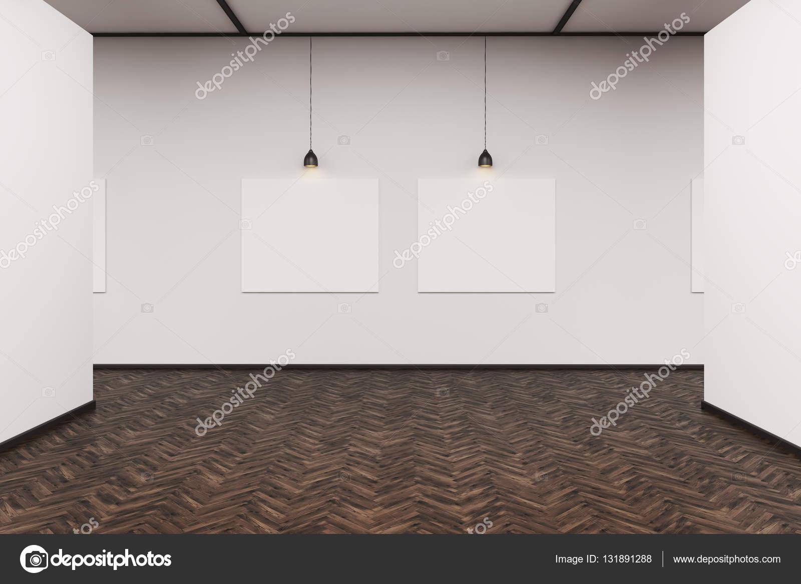 Zwei Bilder In Einer Dunklen Holzboden Galerie U2014 Stockfoto
