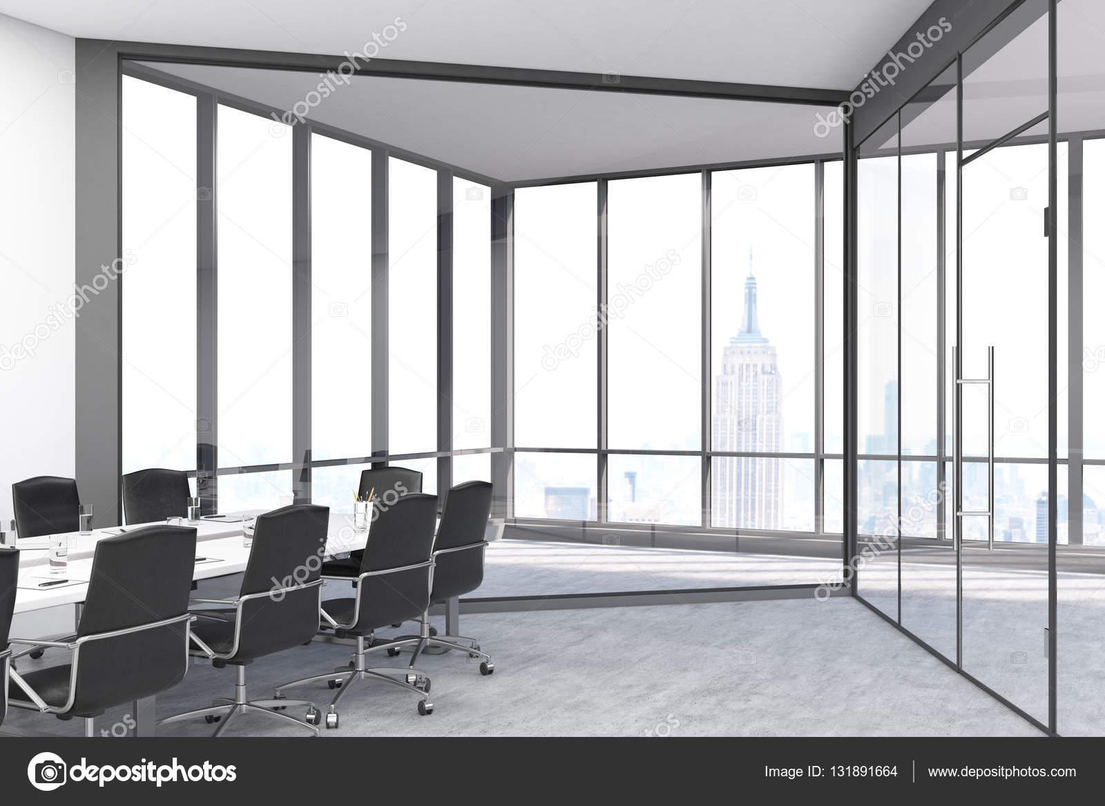Konferenzraum Mit Panorama Fenster Und Türen In Einem Großstadt Büro. Langer  Tisch Ist Umgeben Von Stühlen. 3D Rendering U2014 Foto Von Denisismagilov
