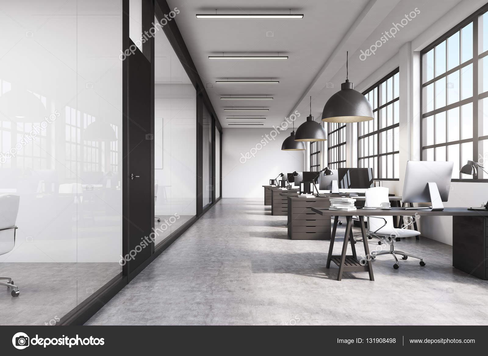 fotos von innenräumen des büroraums polizeistation innenraum vorderansicht eines langen büros mit betonboden stockfoto