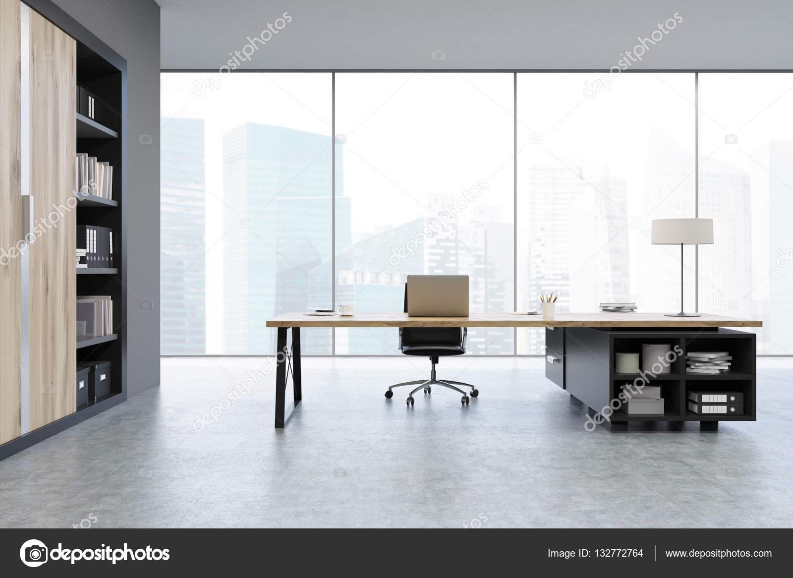 Weergave van een Ceo Bureau met houten deuren en een boekenkast ...