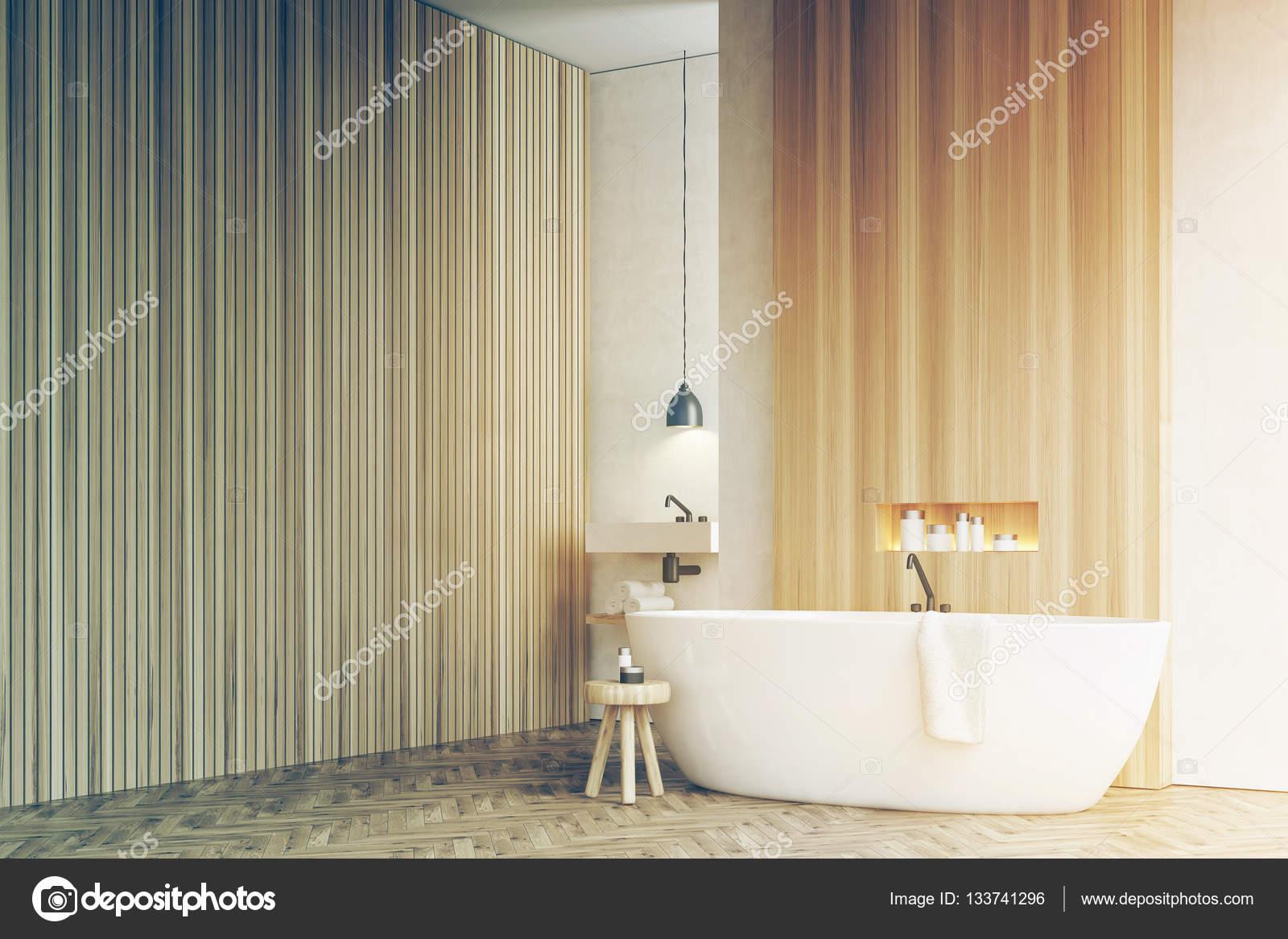 Hoek van een badkamer, wastafel stoel wit hout toned — Stockfoto ...