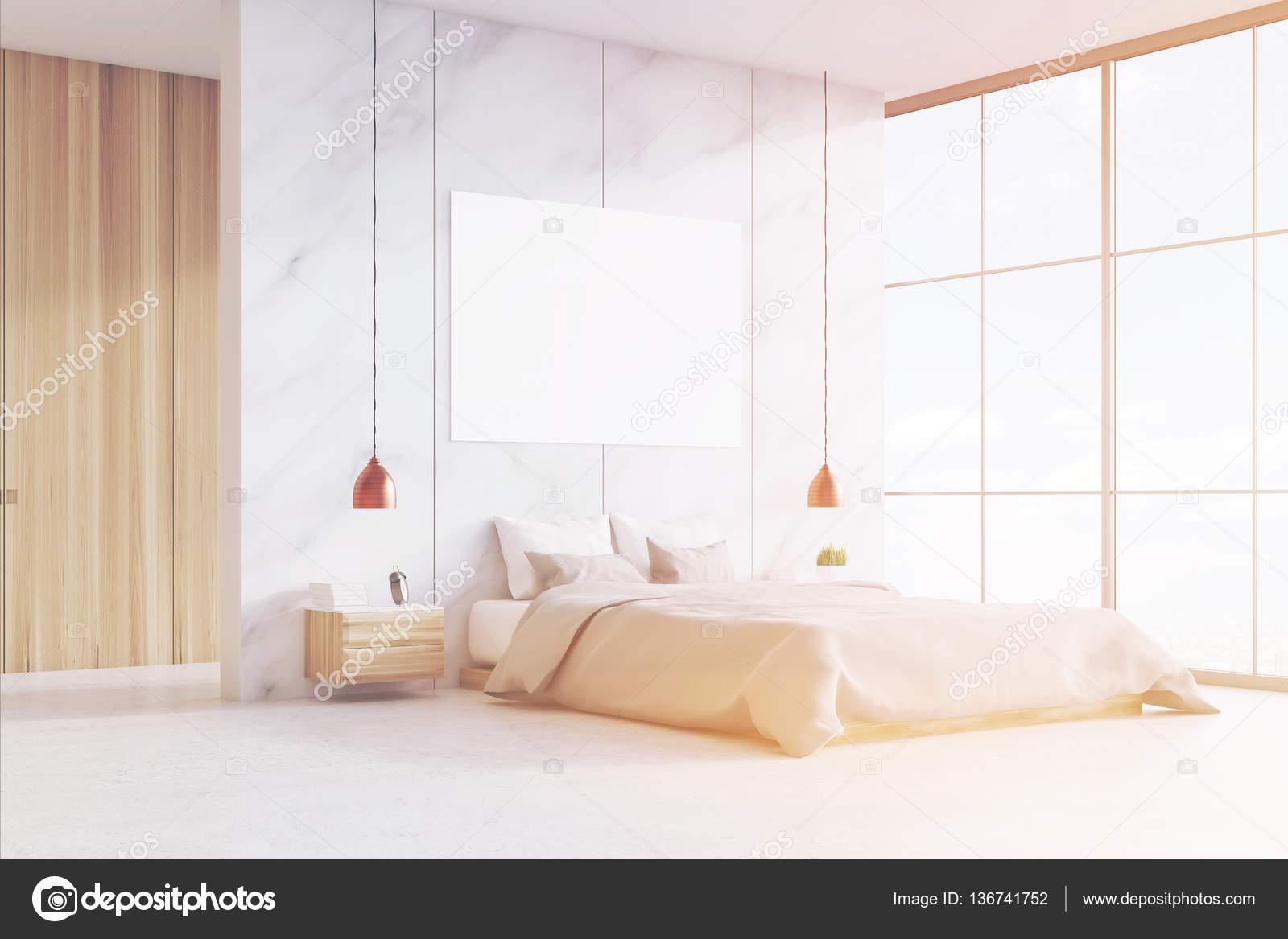 Schlafzimmer mit Doppelbett und Poster, getönt — Stockfoto ...