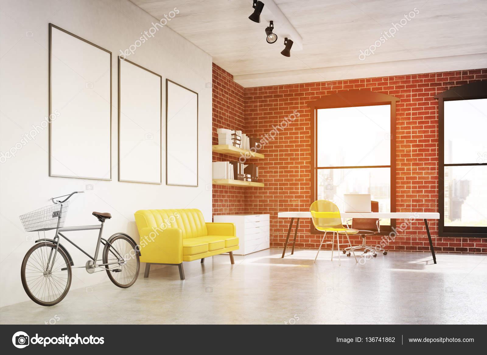 Home-Office mit drei Plakate, Seitenansicht, getönt — Stockfoto ...