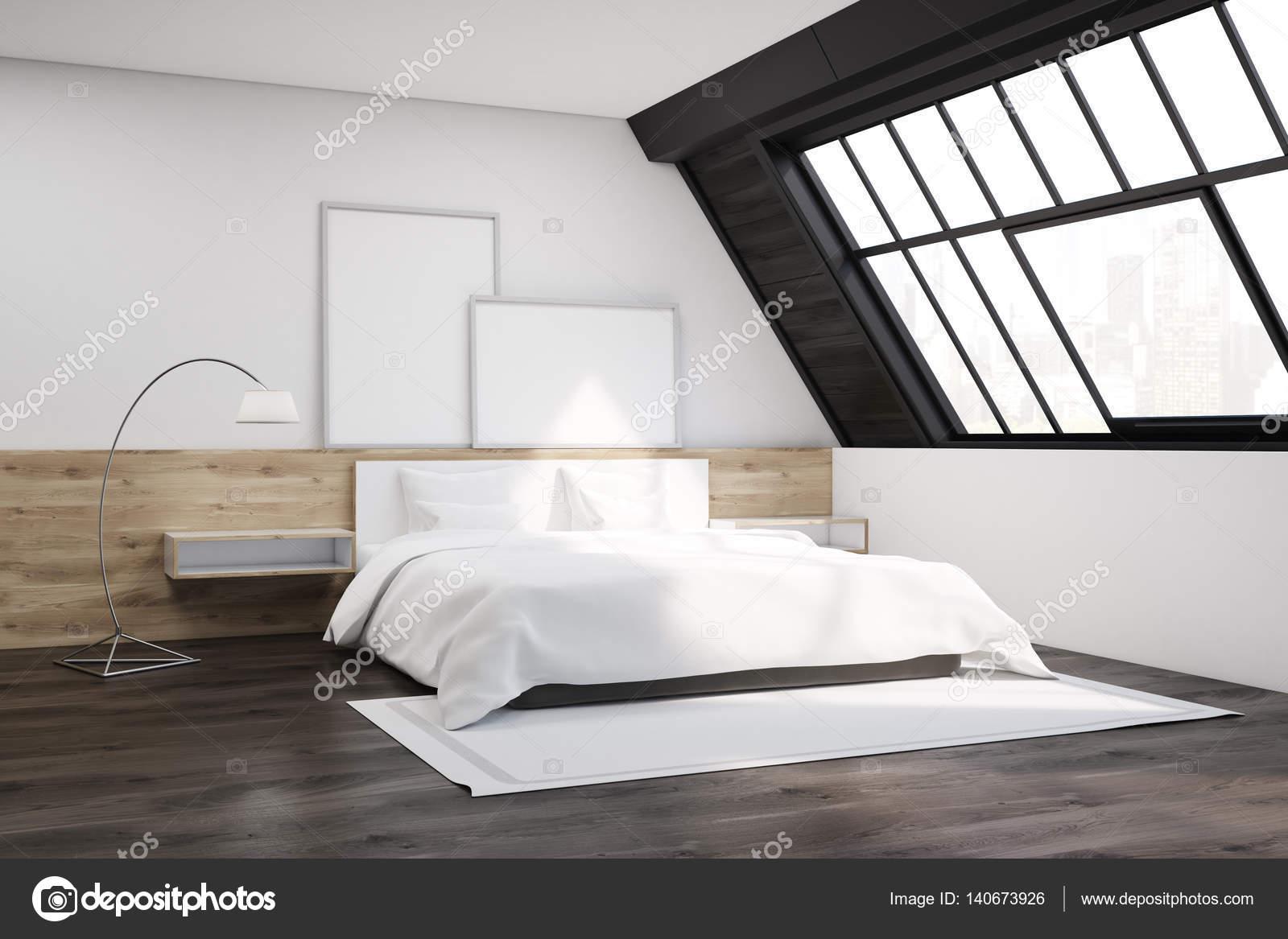 Dachgeschoss Schlafzimmer mit Teppich und Poster — Stockfoto ...