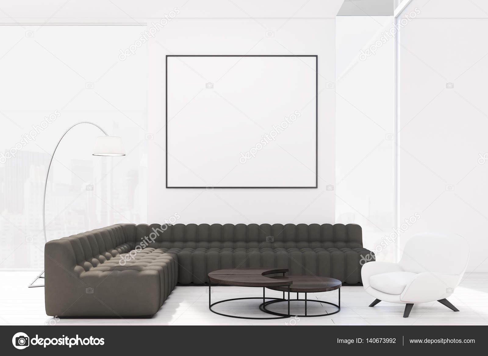 Soggiorno con poltrona e divani neri u foto stock denisismagilov