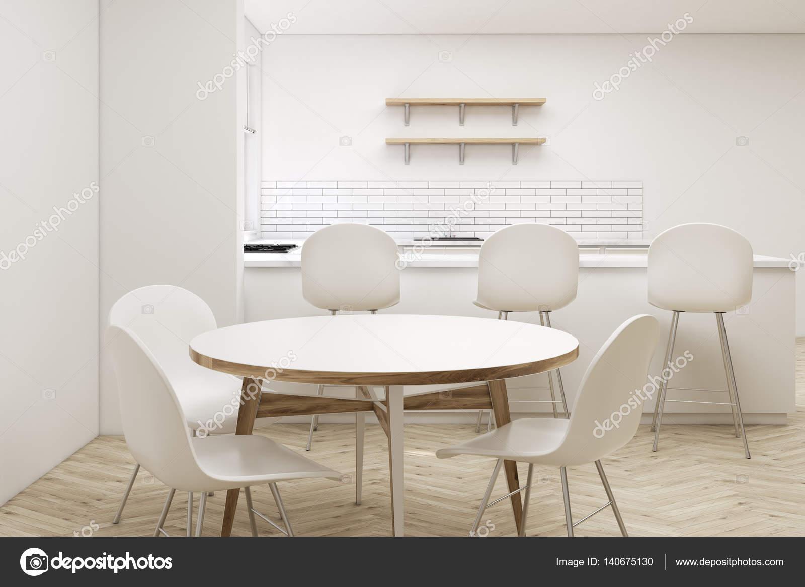 Chiuda in su del tavolo rotondo cucina — Foto Stock ...
