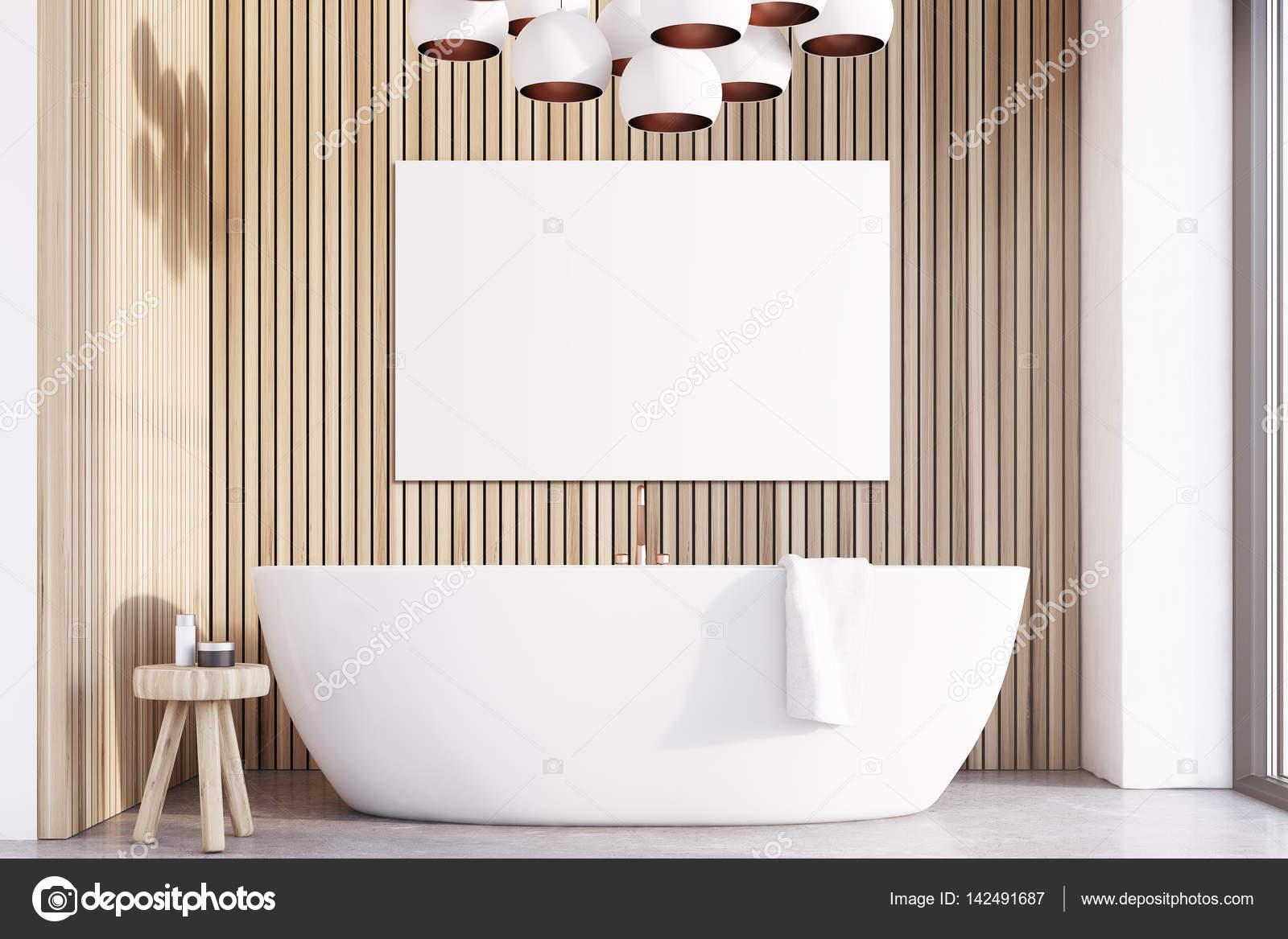 Cuarto de baño con luces, cartel de madera, luz — Foto de stock ...