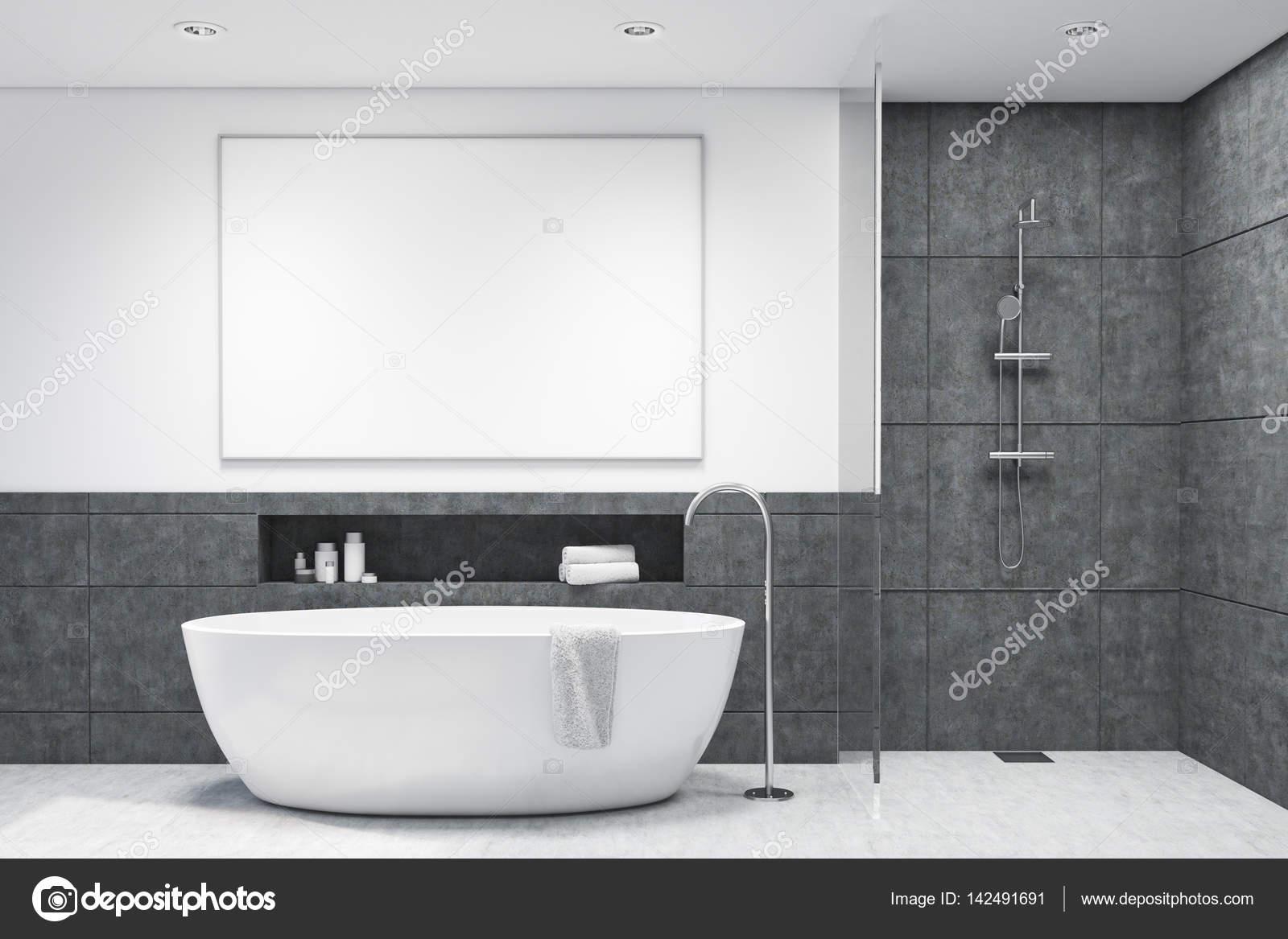 Badkamer met donkere grijze tegels — Stockfoto © denisismagilov ...