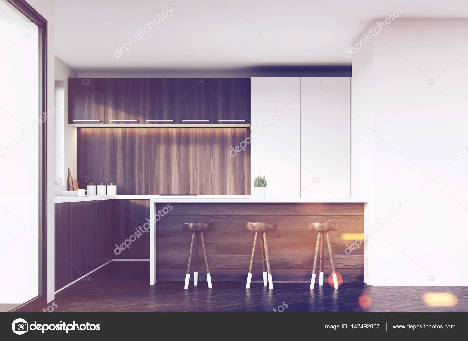 Cucina con sgabelli e bar tonica u foto stock denisismagilov