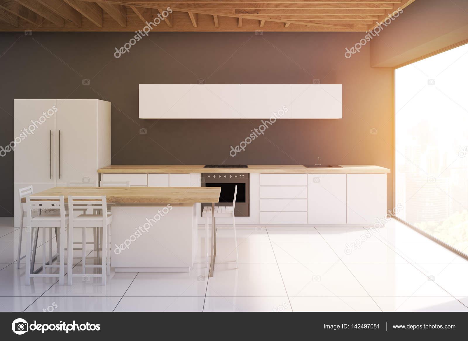 Cozinha Com Fezes E Quadro Estreito Em Tons Stock Photo