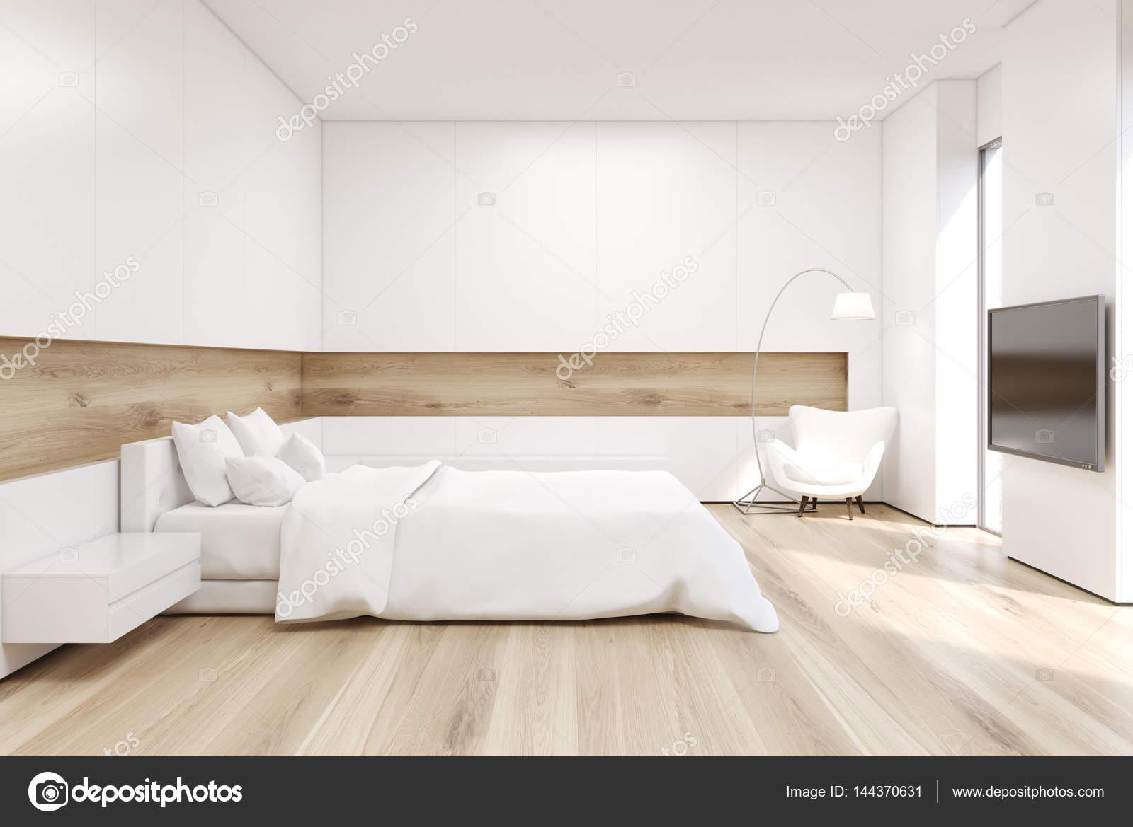 Zijaanzicht van de slaapkamer met Tv instellen — Stockfoto ...