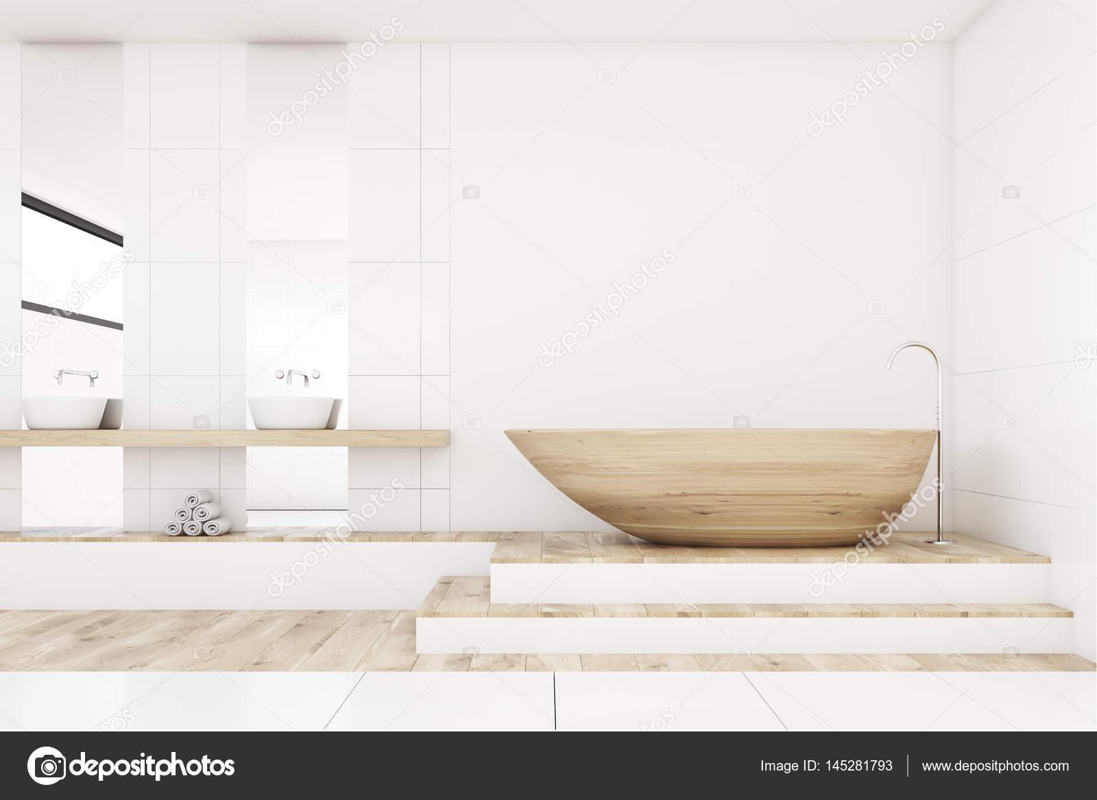 Badkamer met twee spiegels, hout, voorzijde — Stockfoto ...