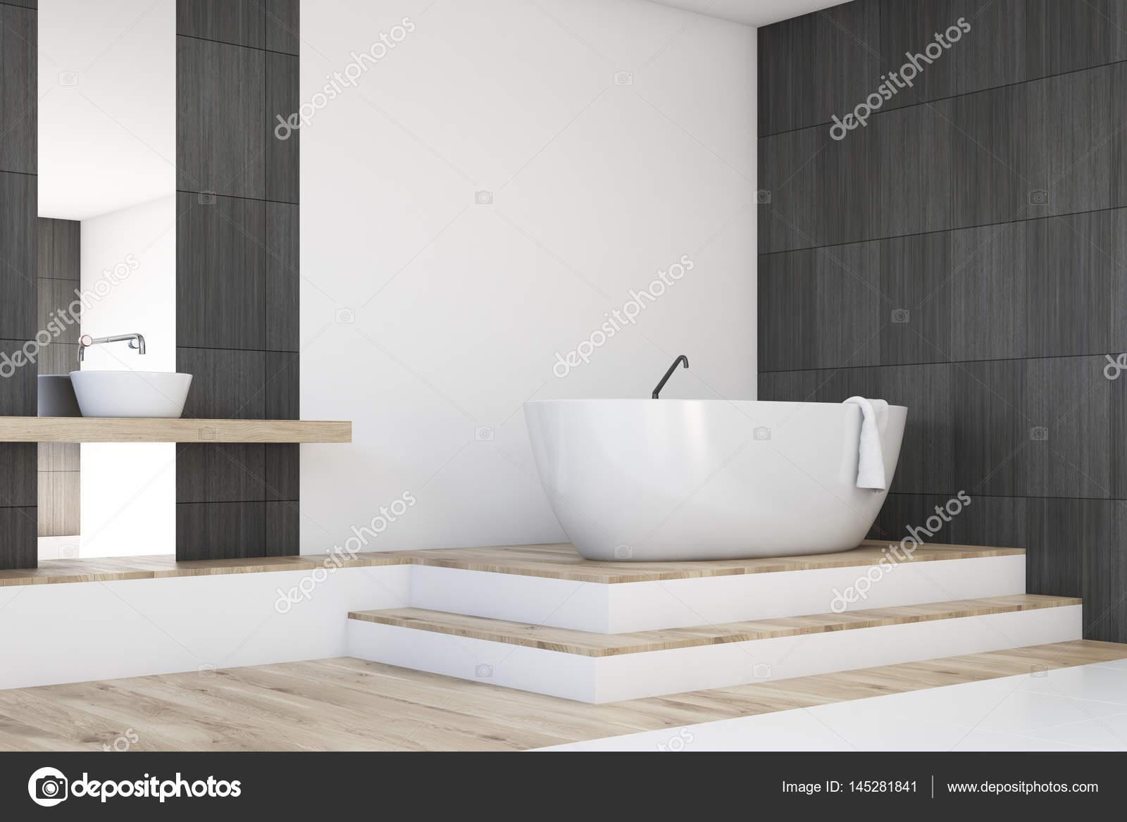 Vasca Da Bagno Non Scarica : Angolo bagno con uno specchio nero u foto stock denisismagilov