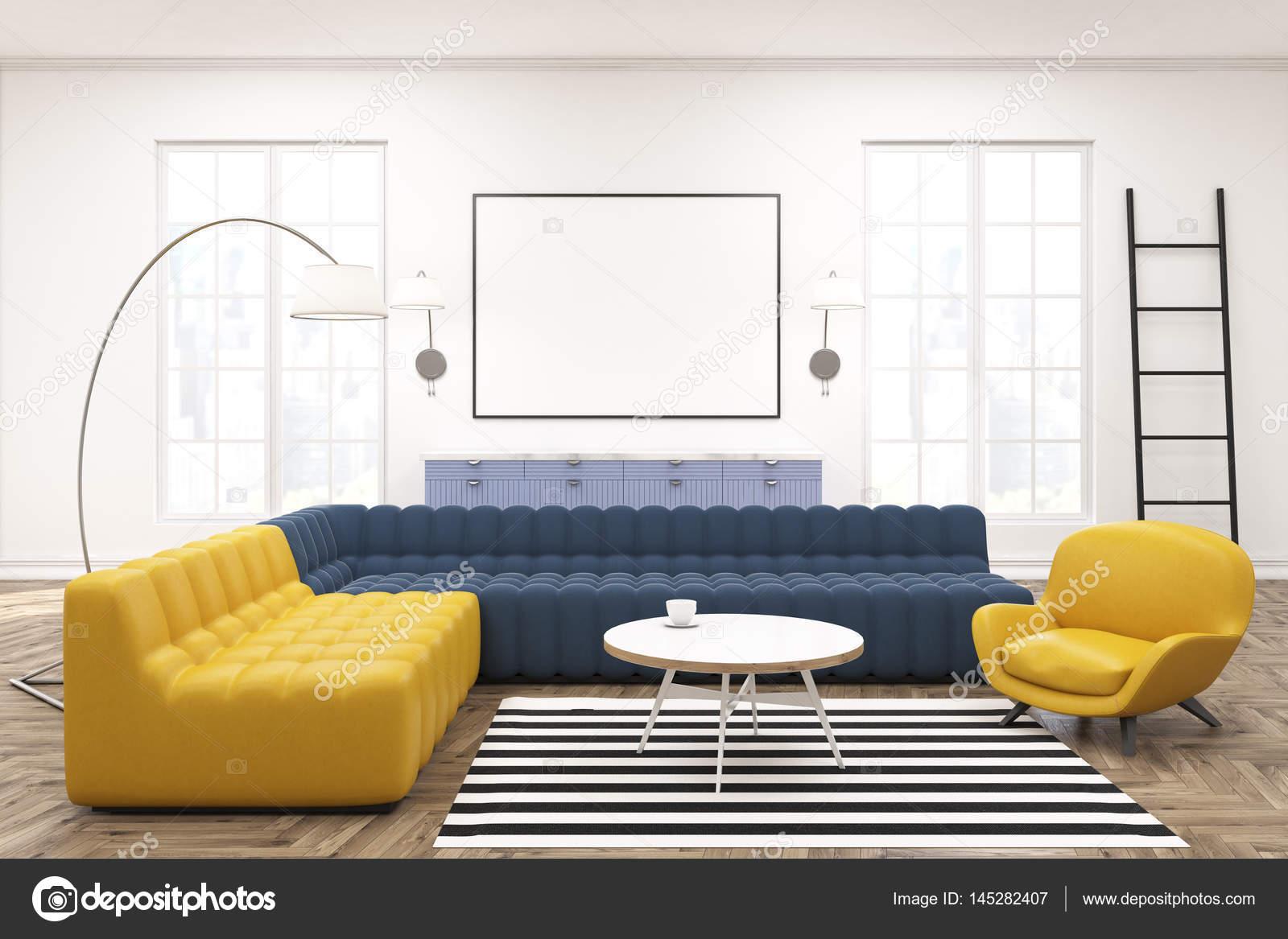 Intérieur Moderne Salon Spacieux Avec Un Jaune Et Un Canapé Bleu Foncé, Une  échelle, Grandes Fenêtres Et Une Affiche Horizontale Encadrée Dans Le  Centre. ...