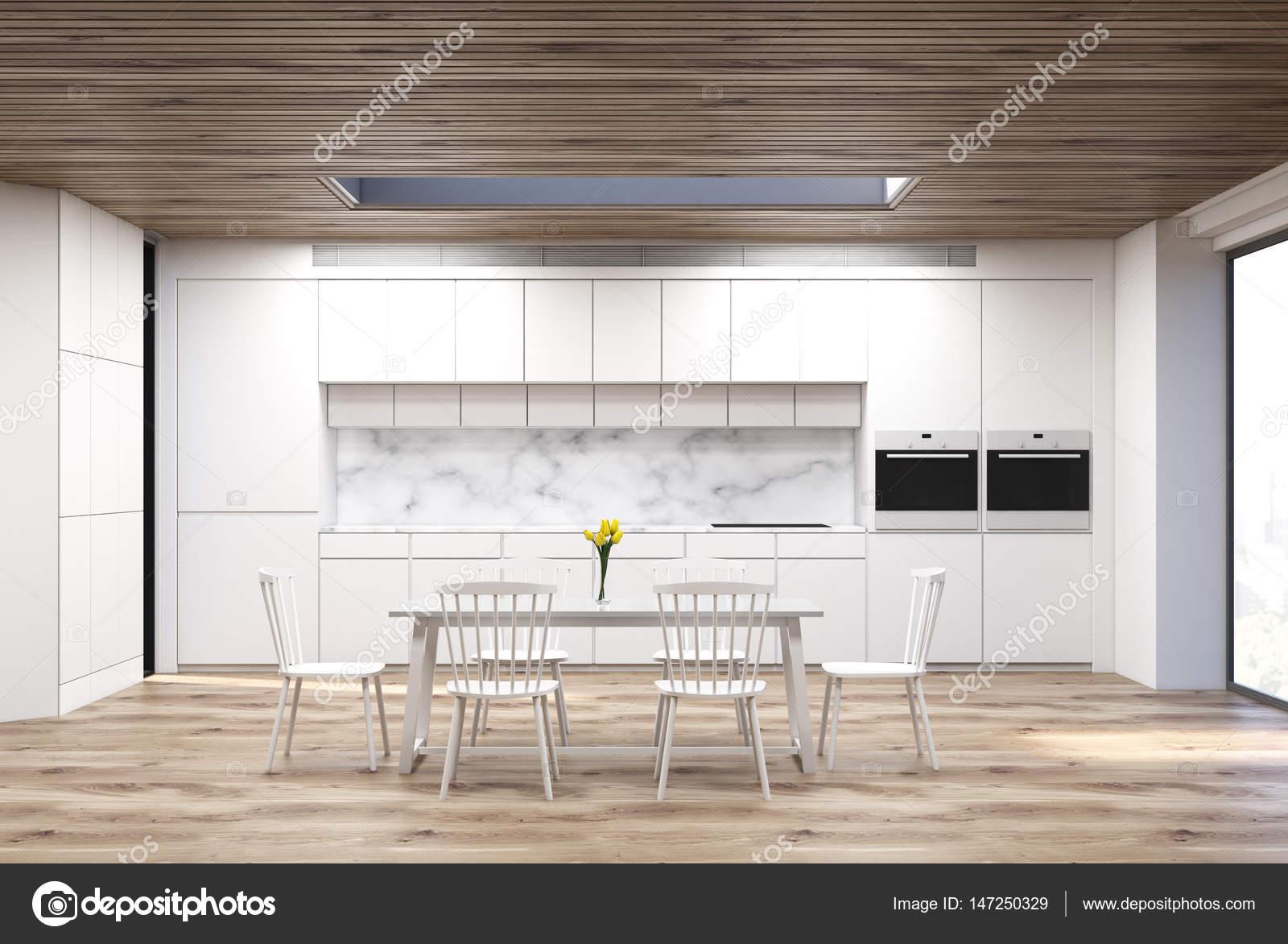 Stół W Kuchni Marmuru Zdjęcie Stockowe Denisismagilov