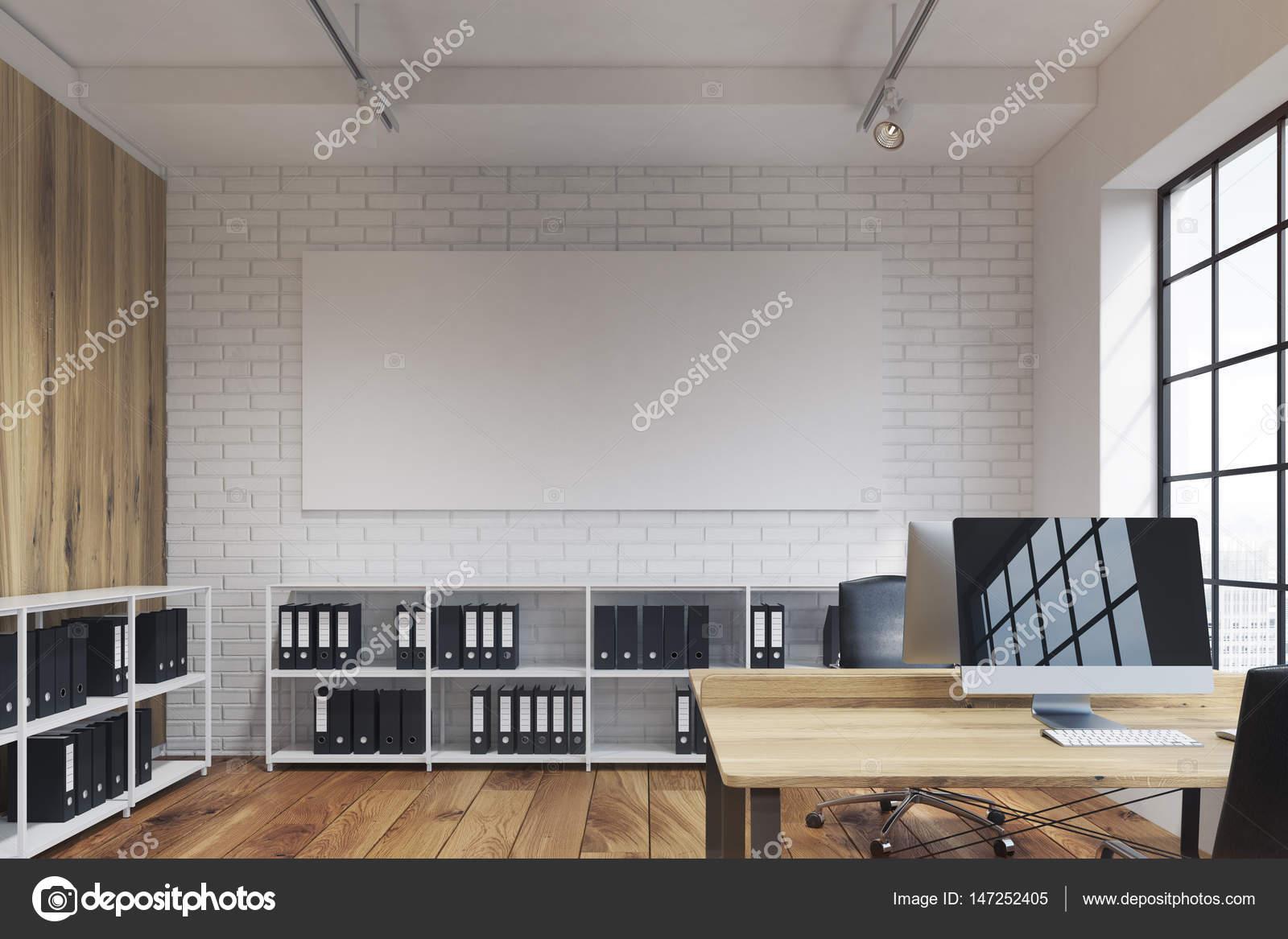 Bureau avec long affiche bois u photographie denisismagilov