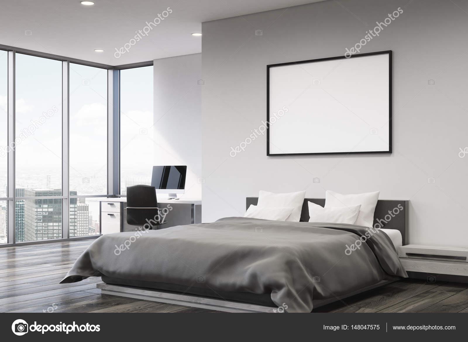Fesselnd Aus Einem Anderen Blickwinkel Aus Einem Schlafzimmer Mit Grauen Wänden,  Einem Doppelbett Mit Zwei Kissen, Einen Schreibtisch Mit Einem Computer  Stehen In ...