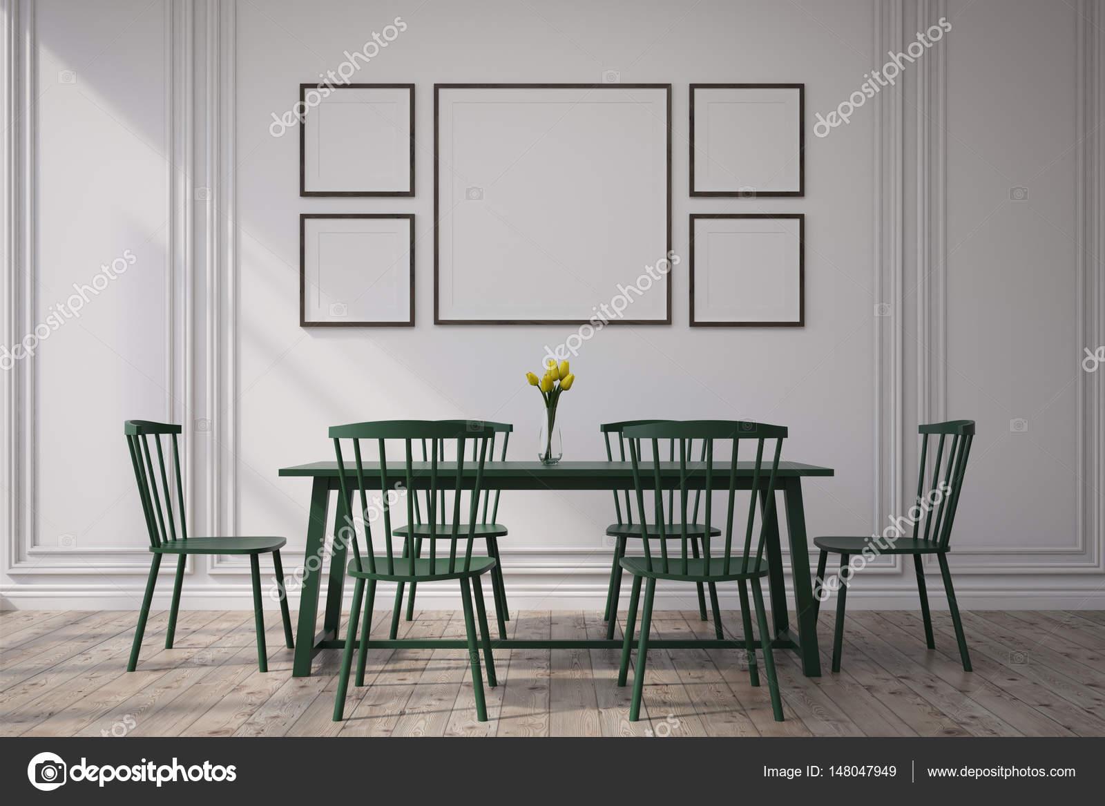 Interior comedor oscuro con los cuadros — Fotos de Stock ...