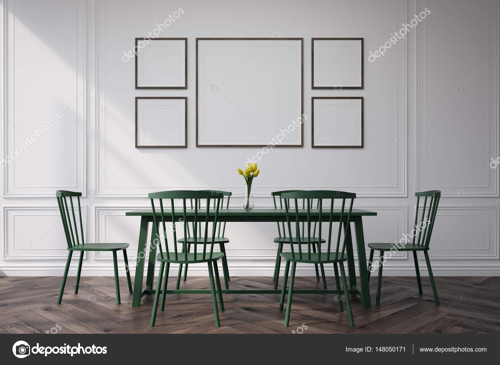 Esszimmer mit gerahmten Bildern — Stockfoto © denisismagilov #148050171