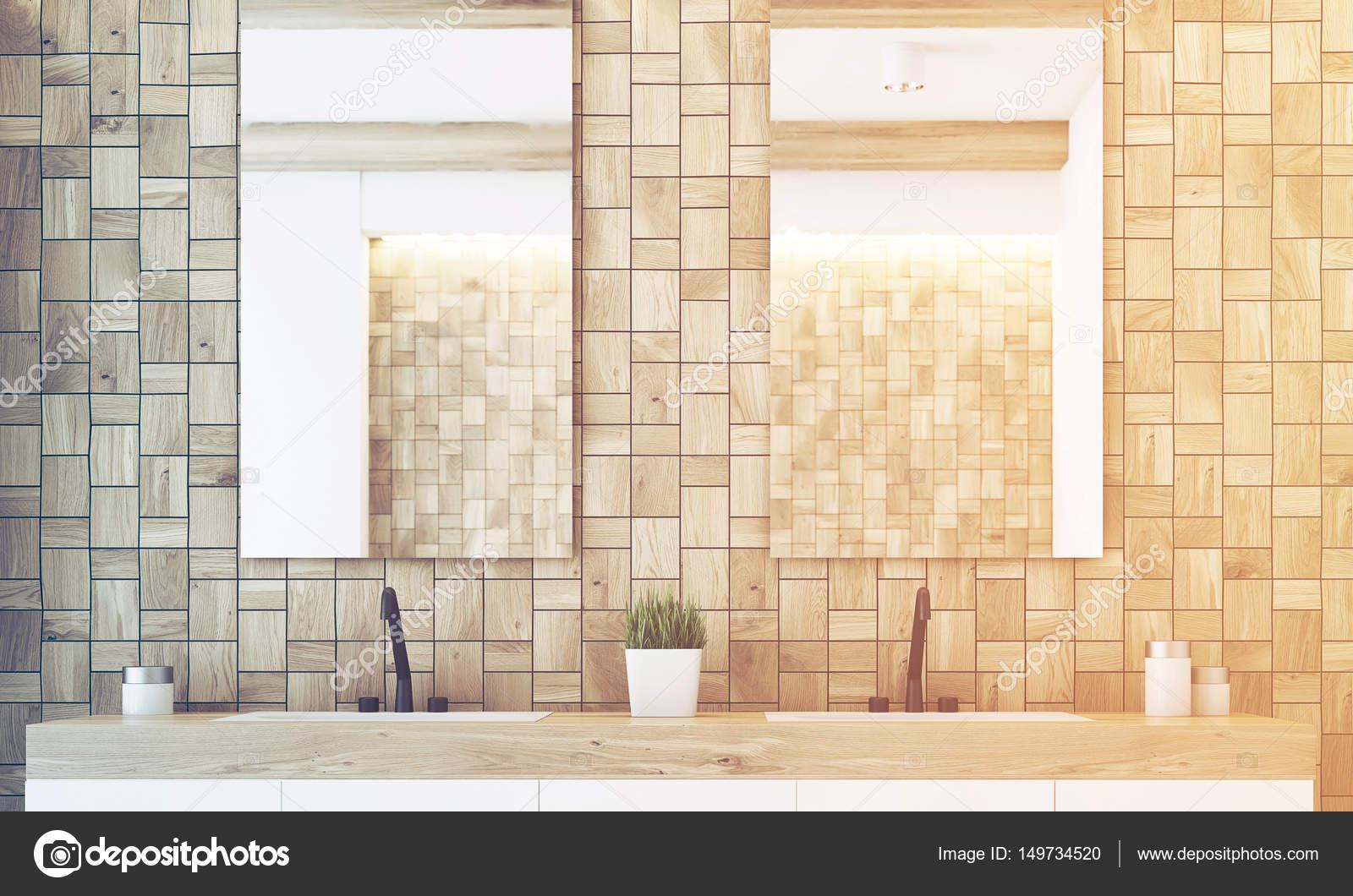 Dos espejos cuarto de baño, luz, tonos — Foto de stock ...