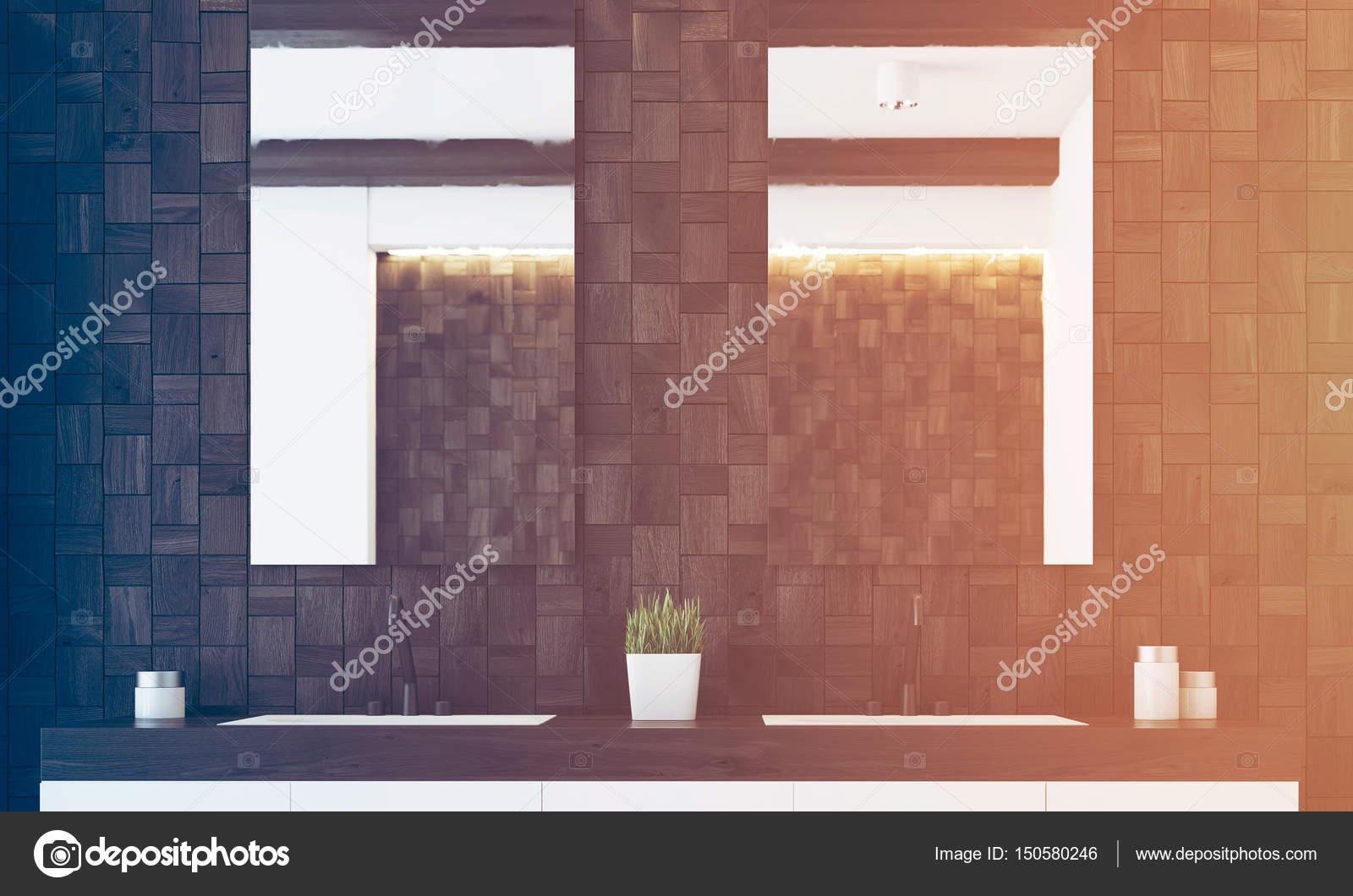 Badezimmerwand Mit Dunklen Fliesen Und Zwei Spiegel Hängen über Ein  Doppel Waschbecken. Konzept Für Ein Gemütliches Zuhause. 3D Rendering,  Getönten Bild ...