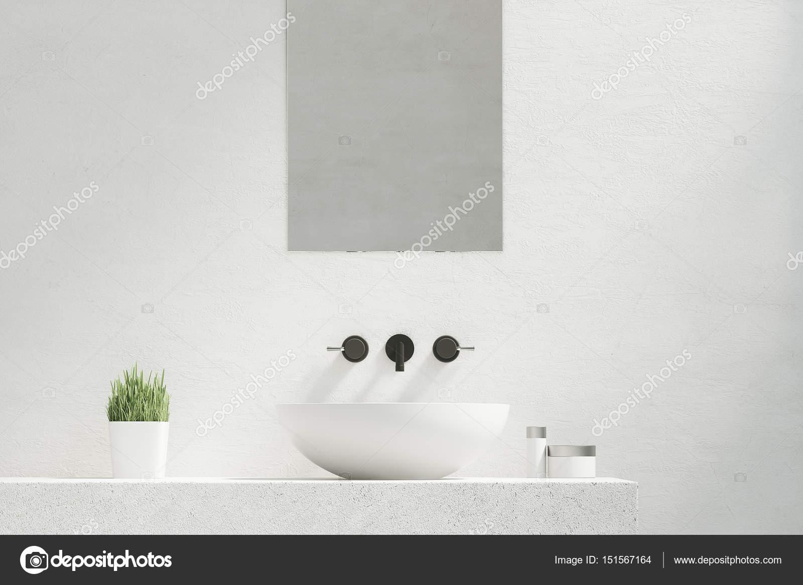 Badkamer Wasbak Kom : Badkamer wastafel met spiegel u stockfoto denisismagilov