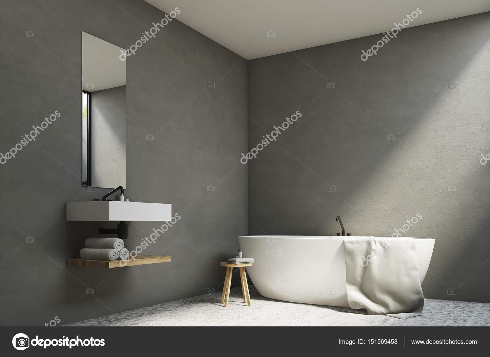 Grijze badkamer met wastafel en bad — Stockfoto © denisismagilov ...