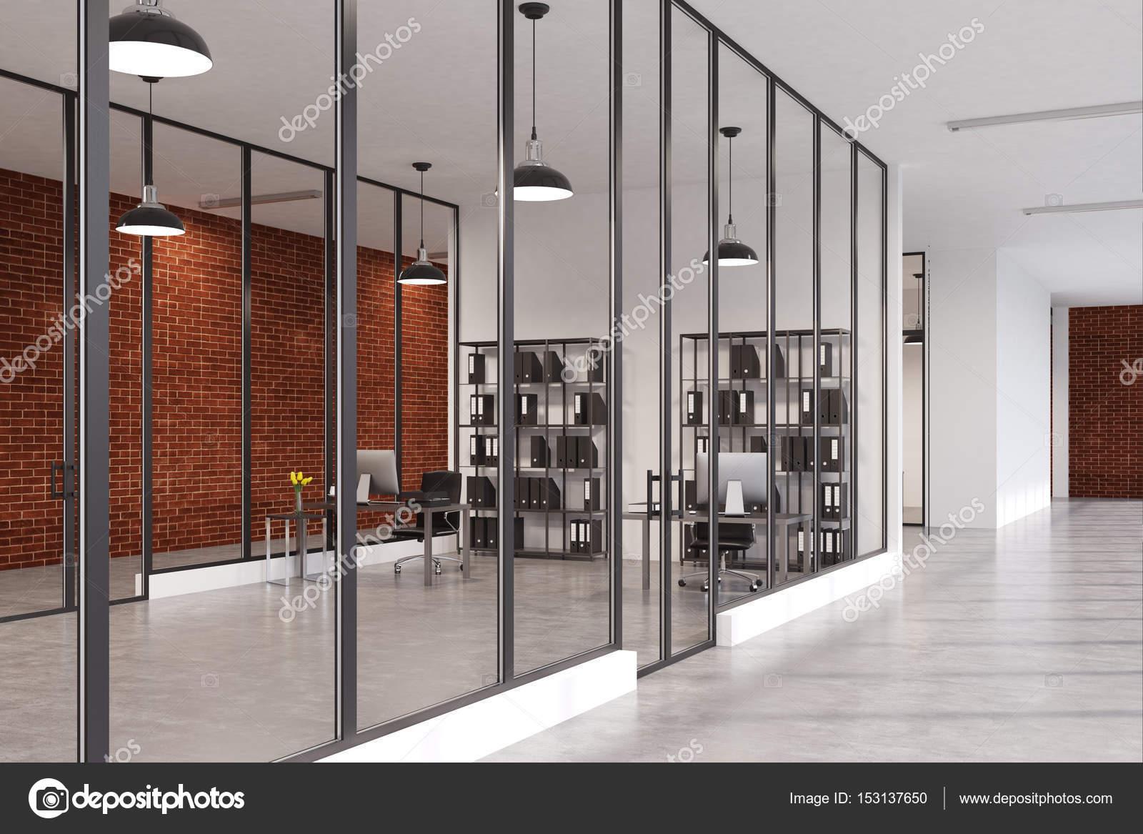 boekenkast bureau met glazen wanden stockfoto