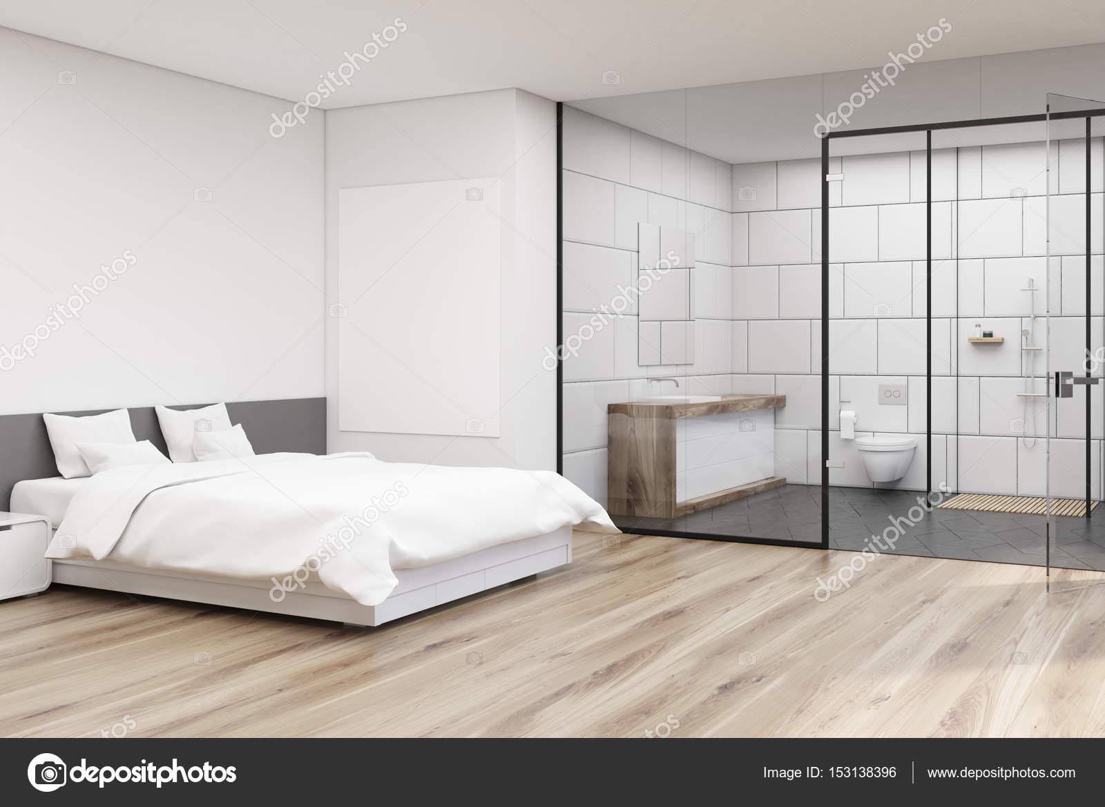 Camera da letto con bagno bianco, angolo — Foto Stock ...