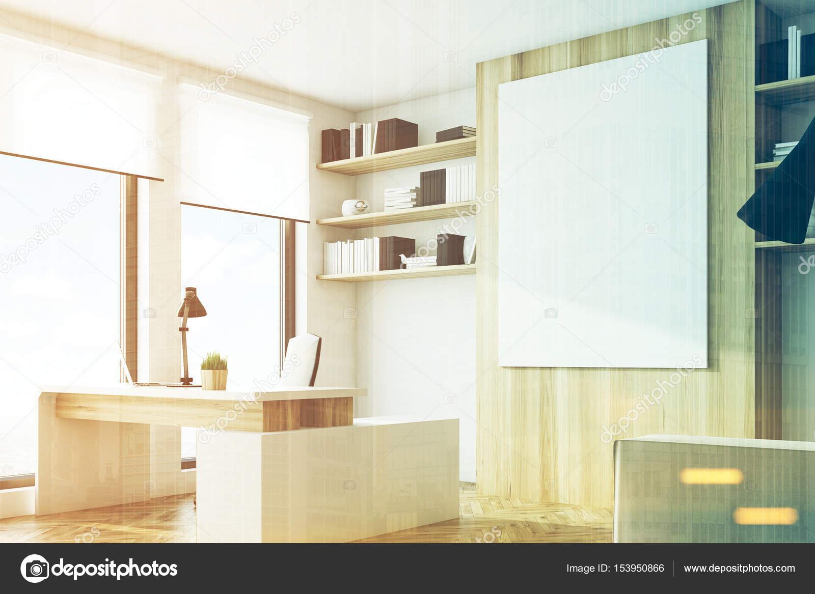 Bureau en bois clair côté tonifié u2014 photographie denisismagilov