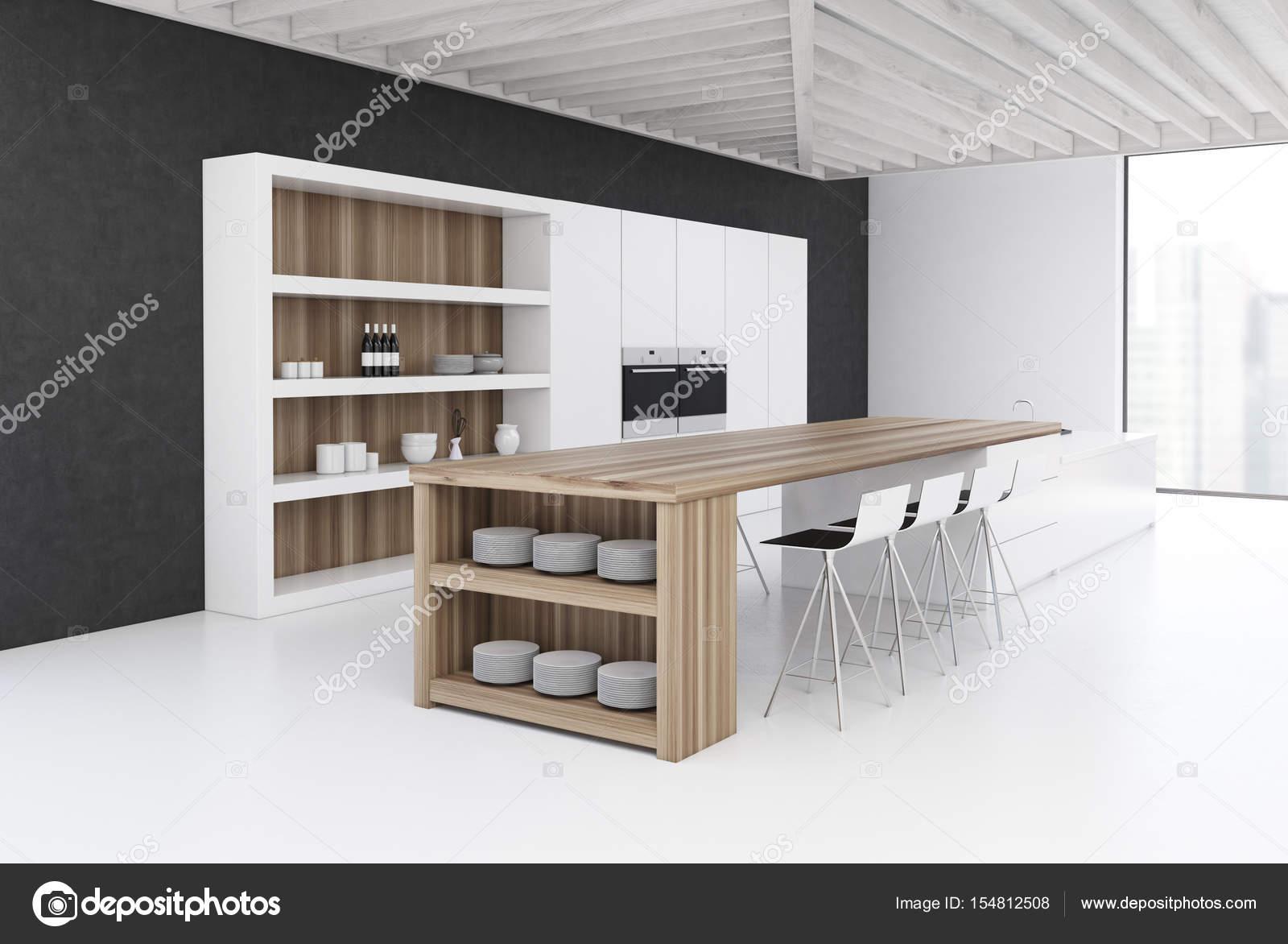 Cucina parete nera con una barra lato u foto stock