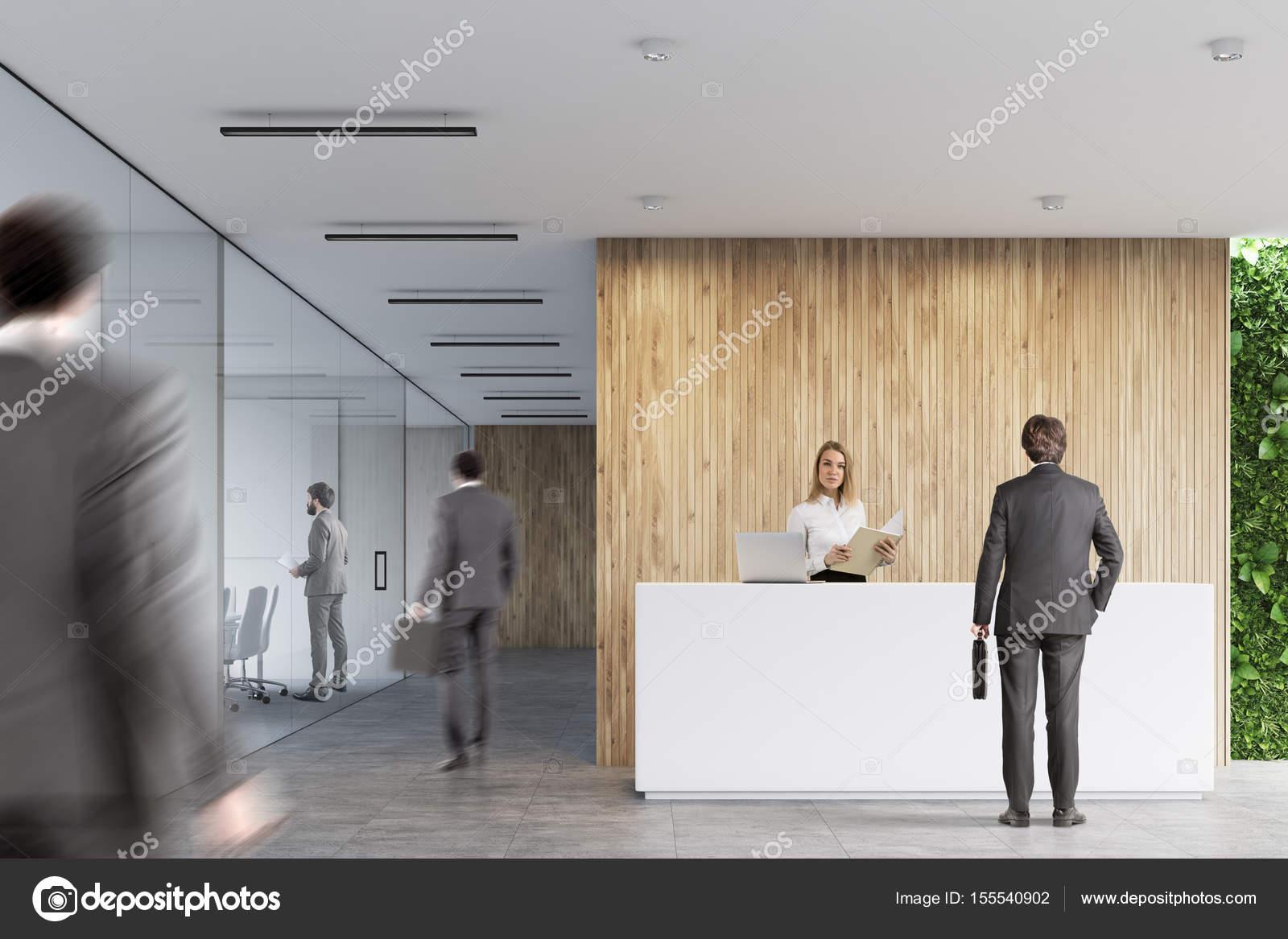 Blanc de réception bureau en bois les gens u photographie