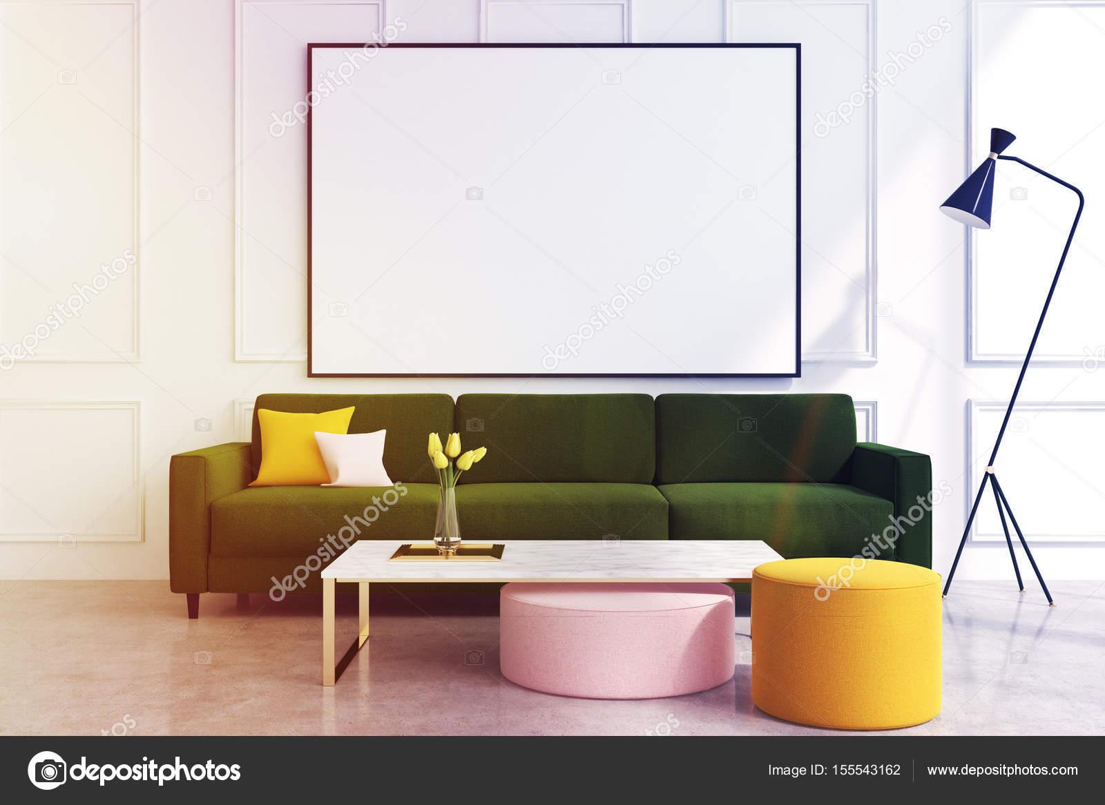 Sofa im weißen Wohnzimmer, grün getönt — Stockfoto © denisismagilov ...