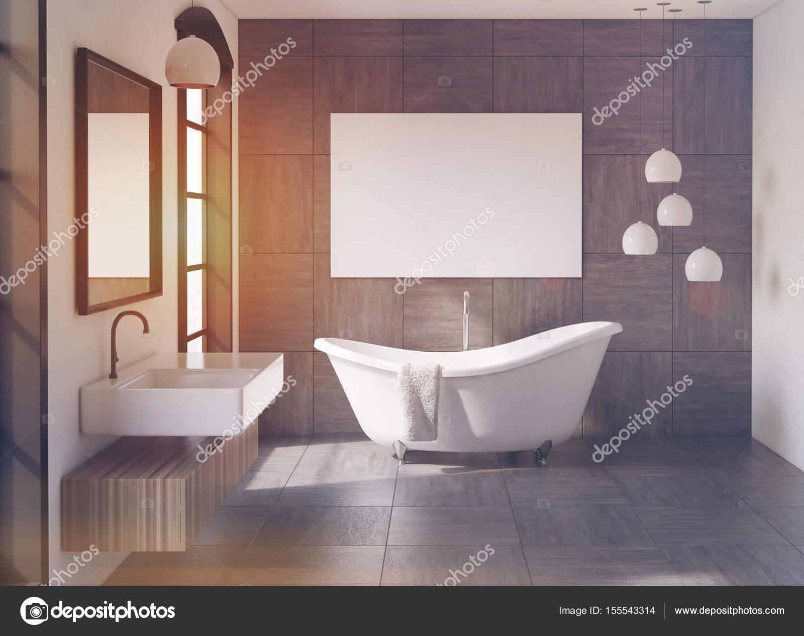Grijze badkamer, spiegel en poster — Stockfoto © denisismagilov ...