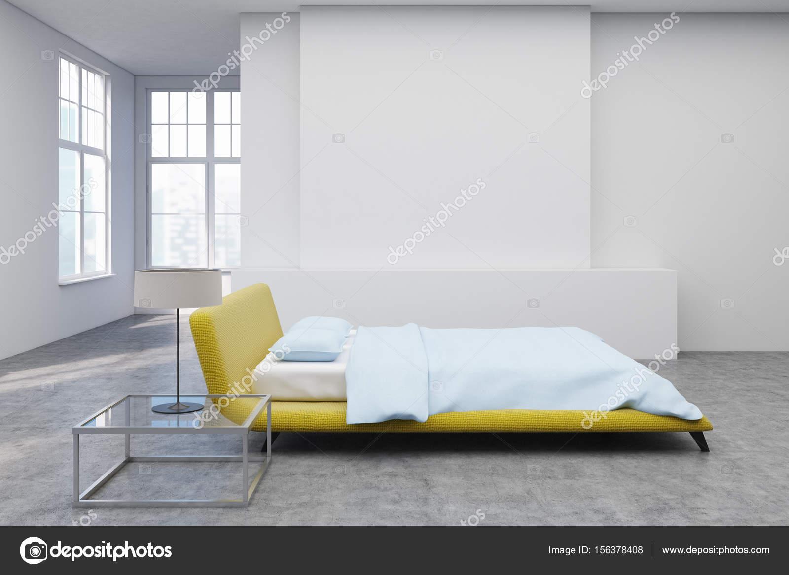 Letto Matrimoniale Giallo : Giallo letto pavimento in cemento lato u2014 foto stock