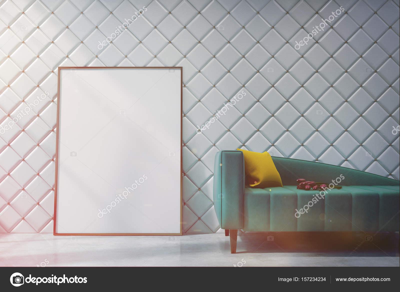 Sof Verde Uma Sala Branca Perto At Tons Stock Photo  -> Sala Branca Com Parede Colorida