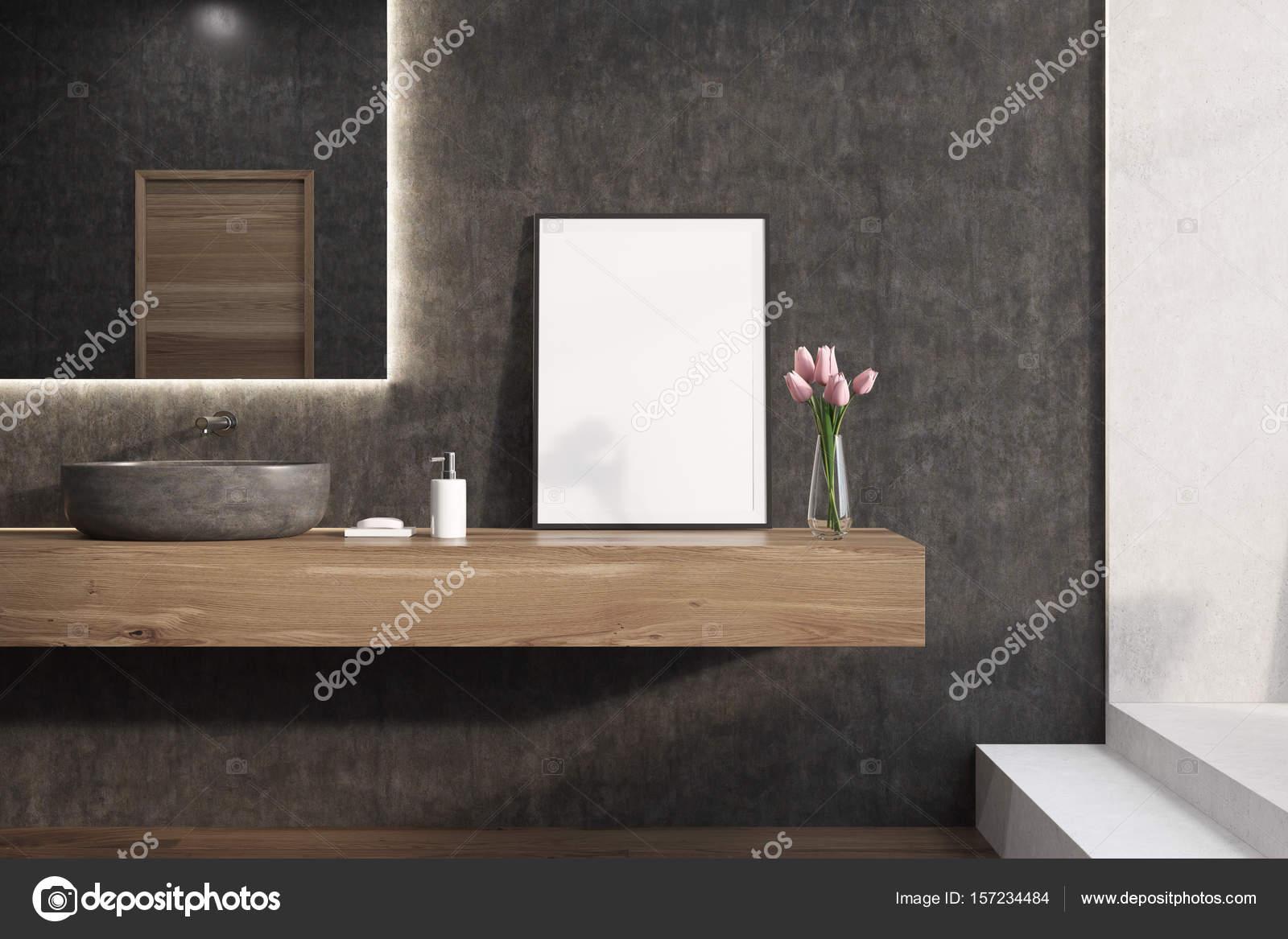 Salle De Bain D'Exposition Vente ~ Miroir Sur Un Mur De Salle De Bain Noir Affiche Photographie