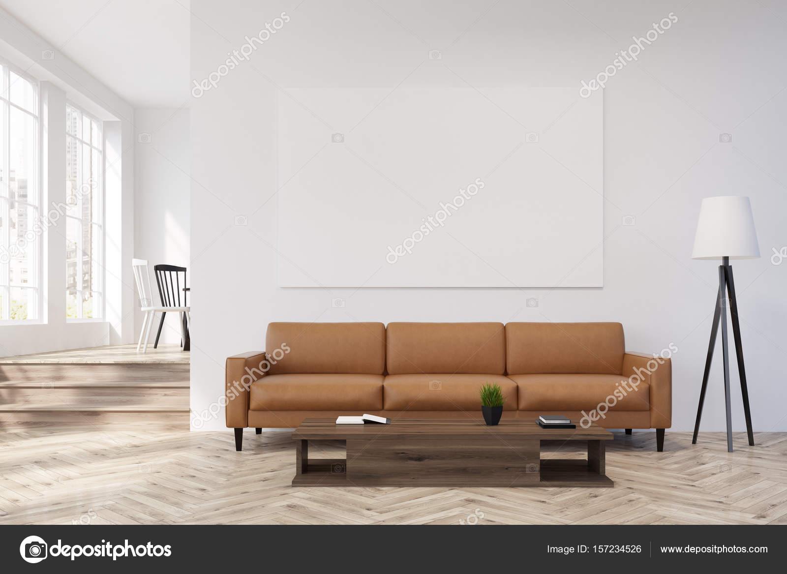 Weiße Wohnzimmer mit Beige Sofa, Plakat, Lampe — Stockfoto ...