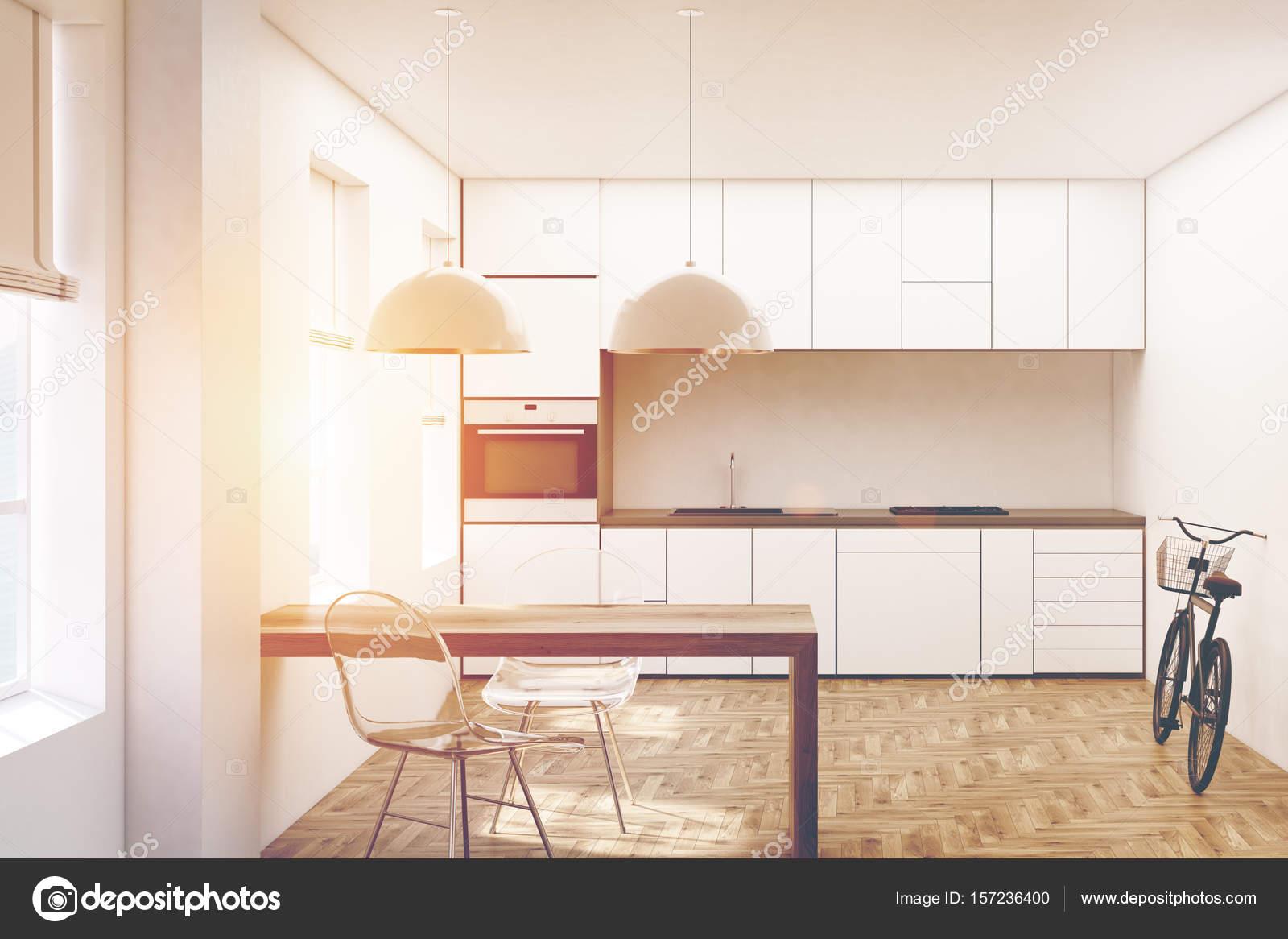 Cucina bianca, piano in legno fronte tonica — Foto Stock ...
